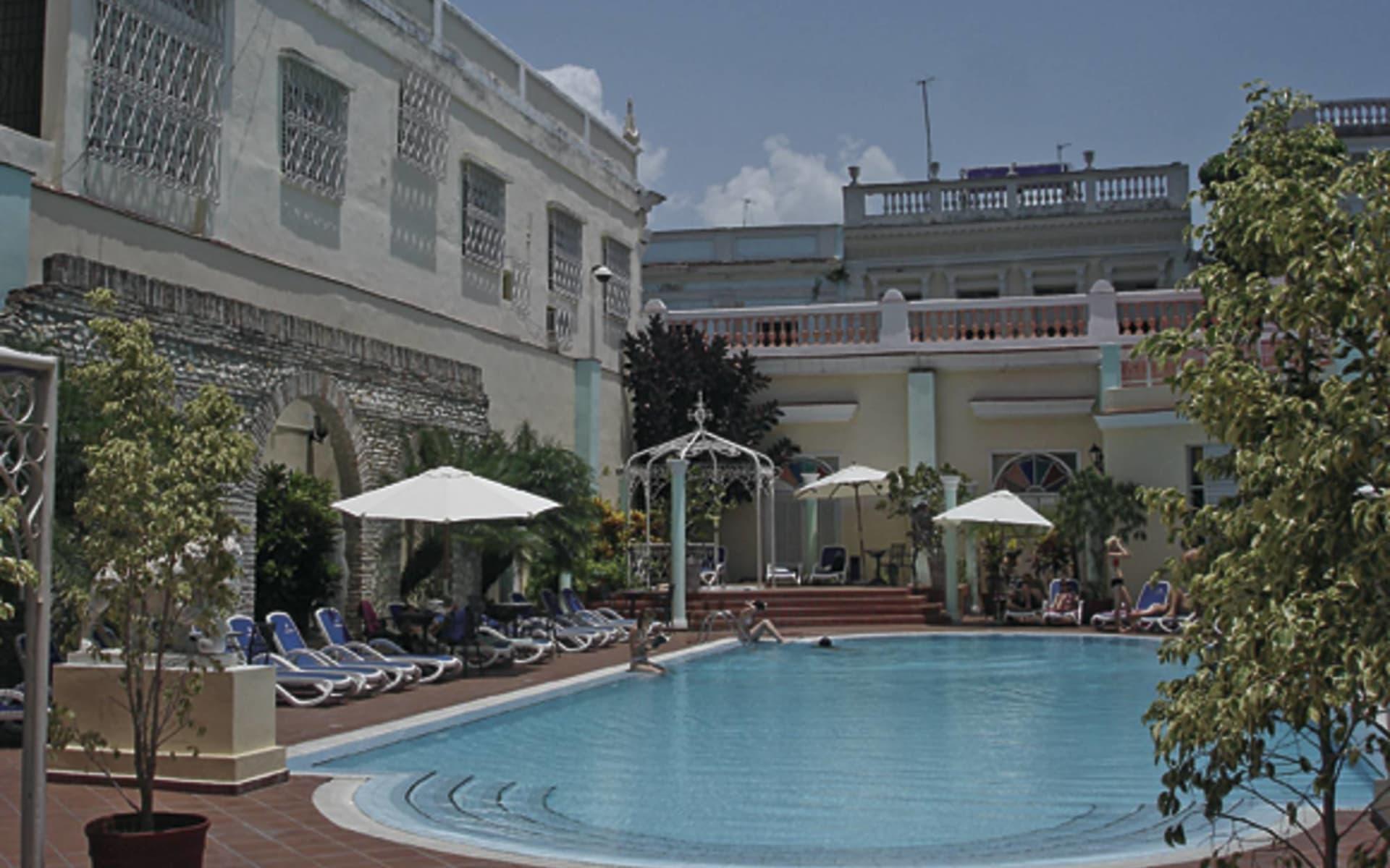 La Union in Cienfuegos: pool la union pool liegen hotel