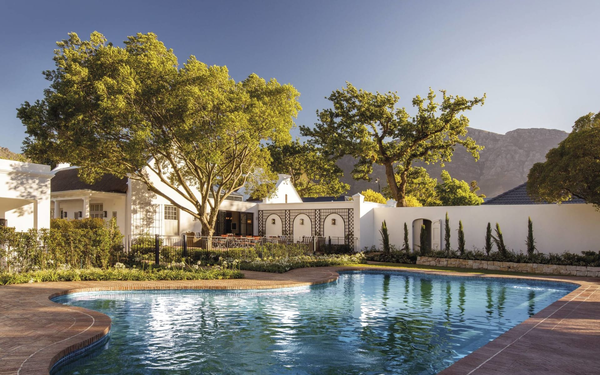 Leeu House in Franschhoek: pool Leeu House - Swimmingpool mit Garten