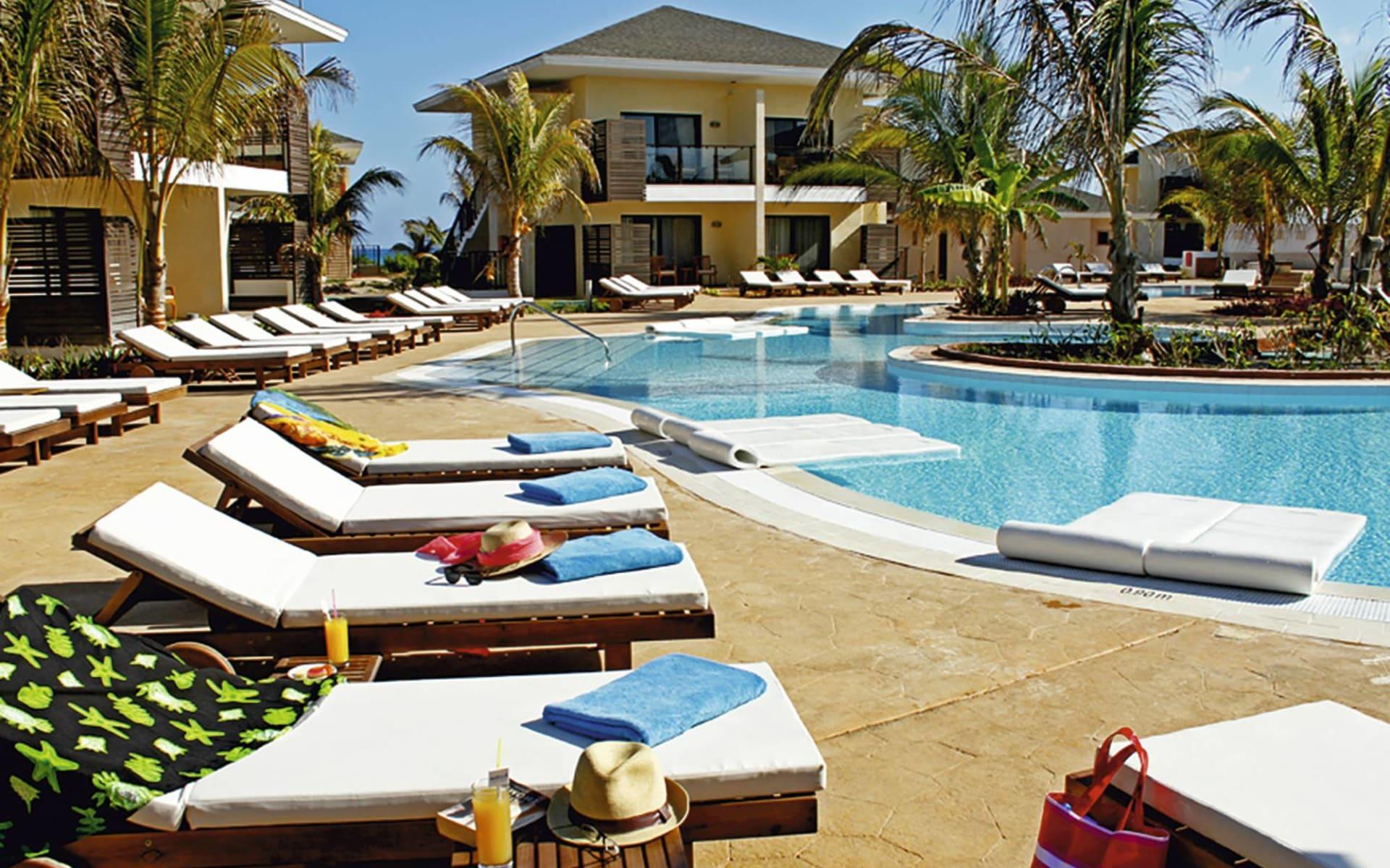 Melia Buenavista all inclusive Royal Service & Spa in Cayo Santa Maria: pool melia buenavista all inclusive royal service and spa liegestühle pool