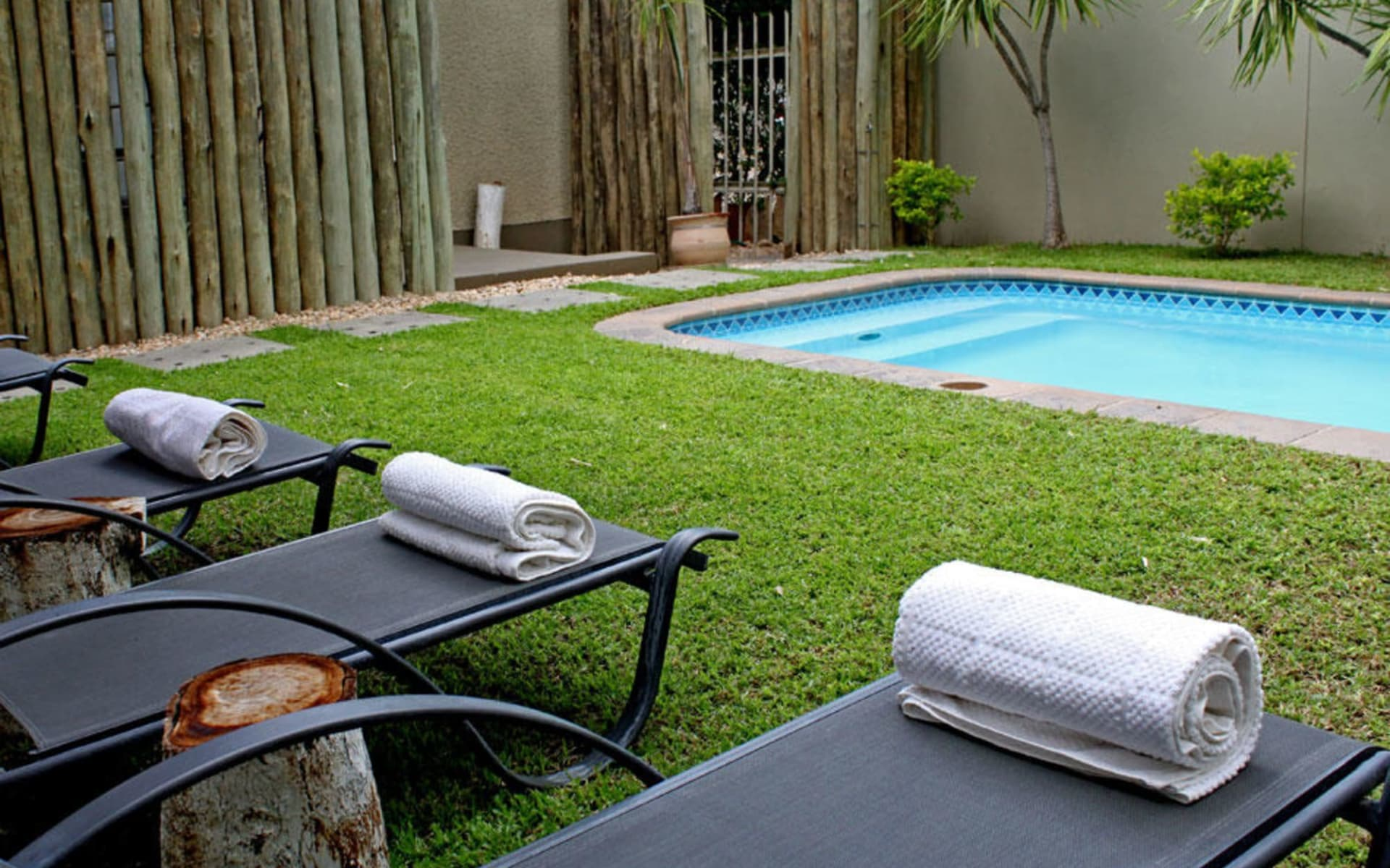 The Elegant Guesthouse in Windhoek Stadt:  Pool