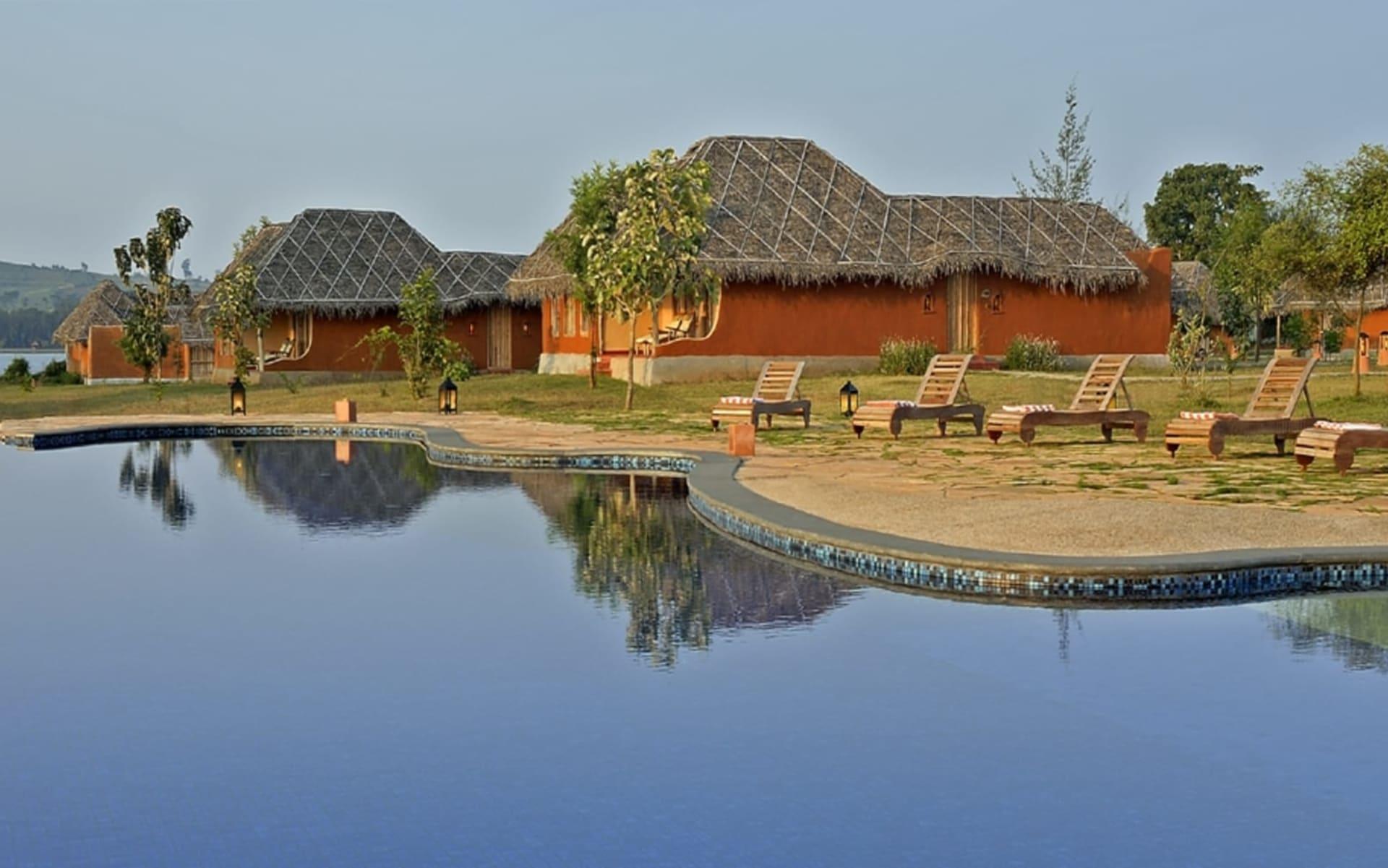 Evolve Back Kuruba Safari Lodge in Nagarhole Nationalpark: Pool Huts & Pool