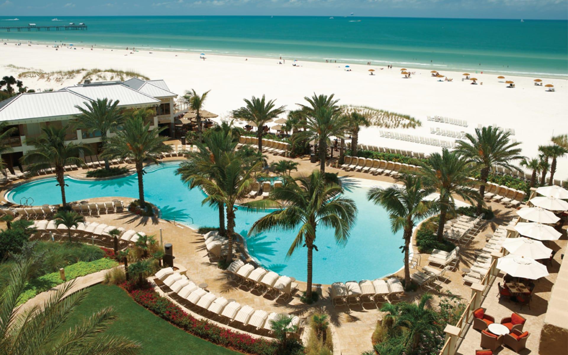 Sandpearl Resort in Clearwater Beach: pool sandpearl resort palmen liegestühle