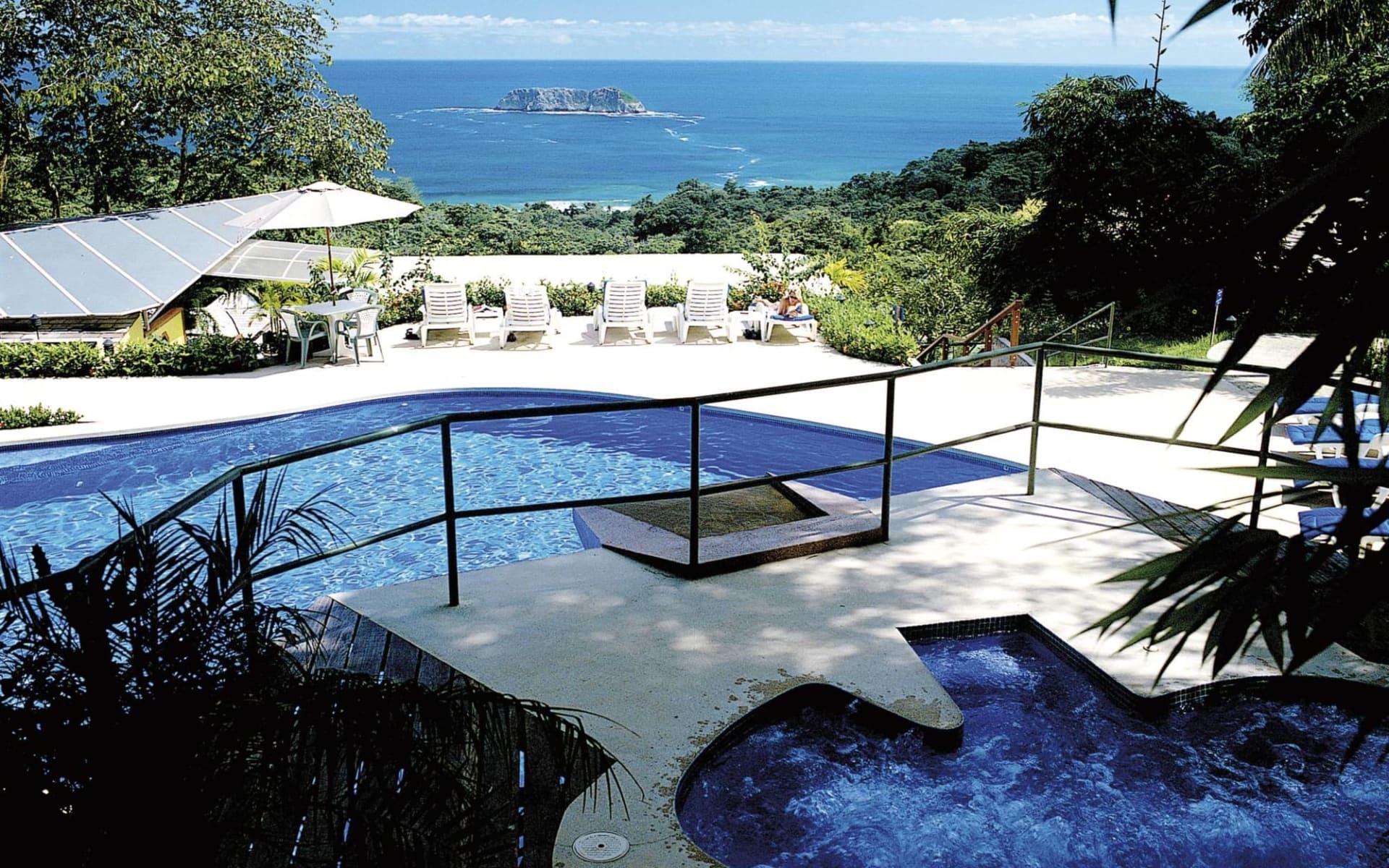 Si Como No Resort in Quepos: pool si como no  pool meer