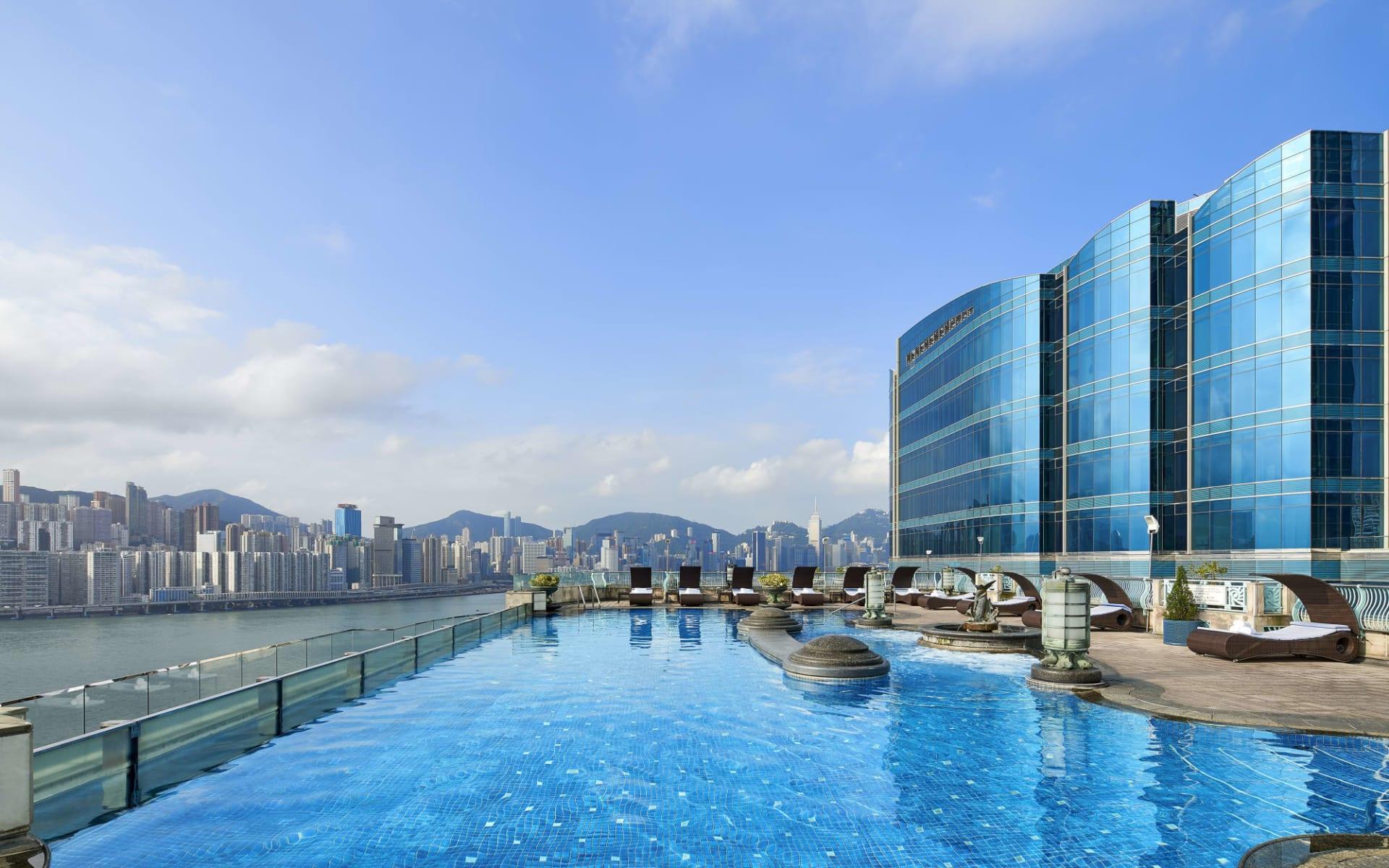 Harbour Grand Kowloon in Hong Kong: Swimming Pool