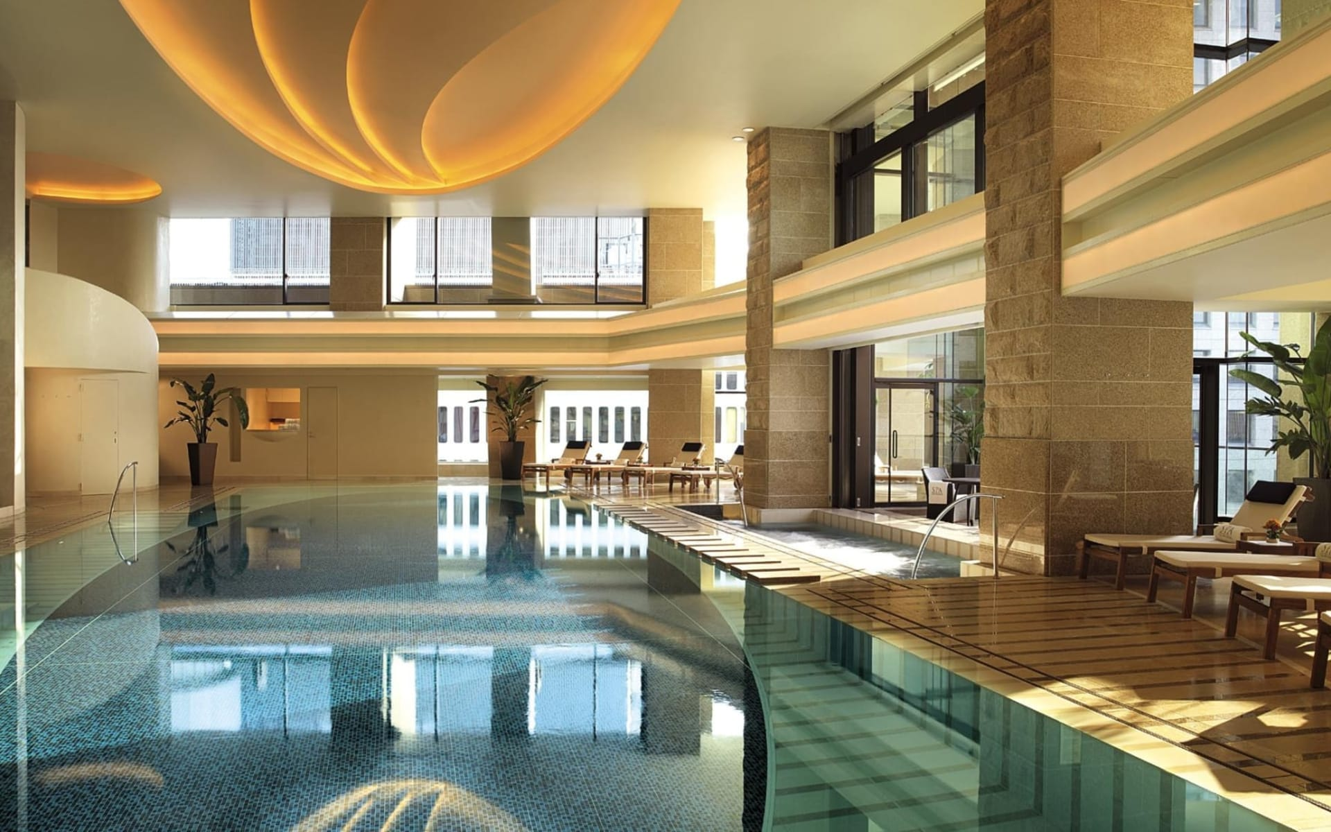 The Peninsula in Tokio: Swimming Pool
