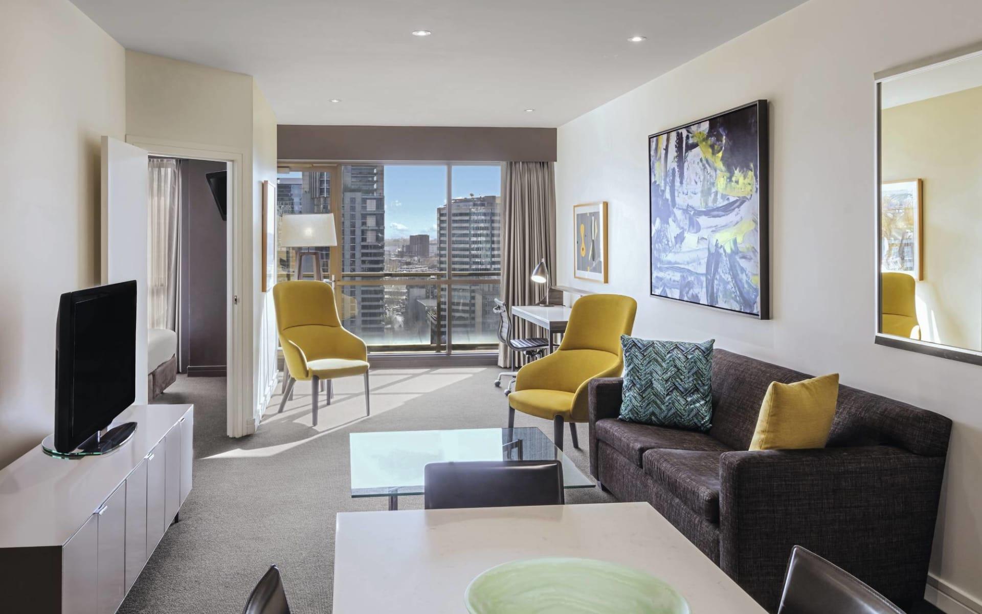 Adina Apartment Hotel Melbourne: Adina Apartment Hotel Melbourne - Two Bedroom Apartment Lounge 2017