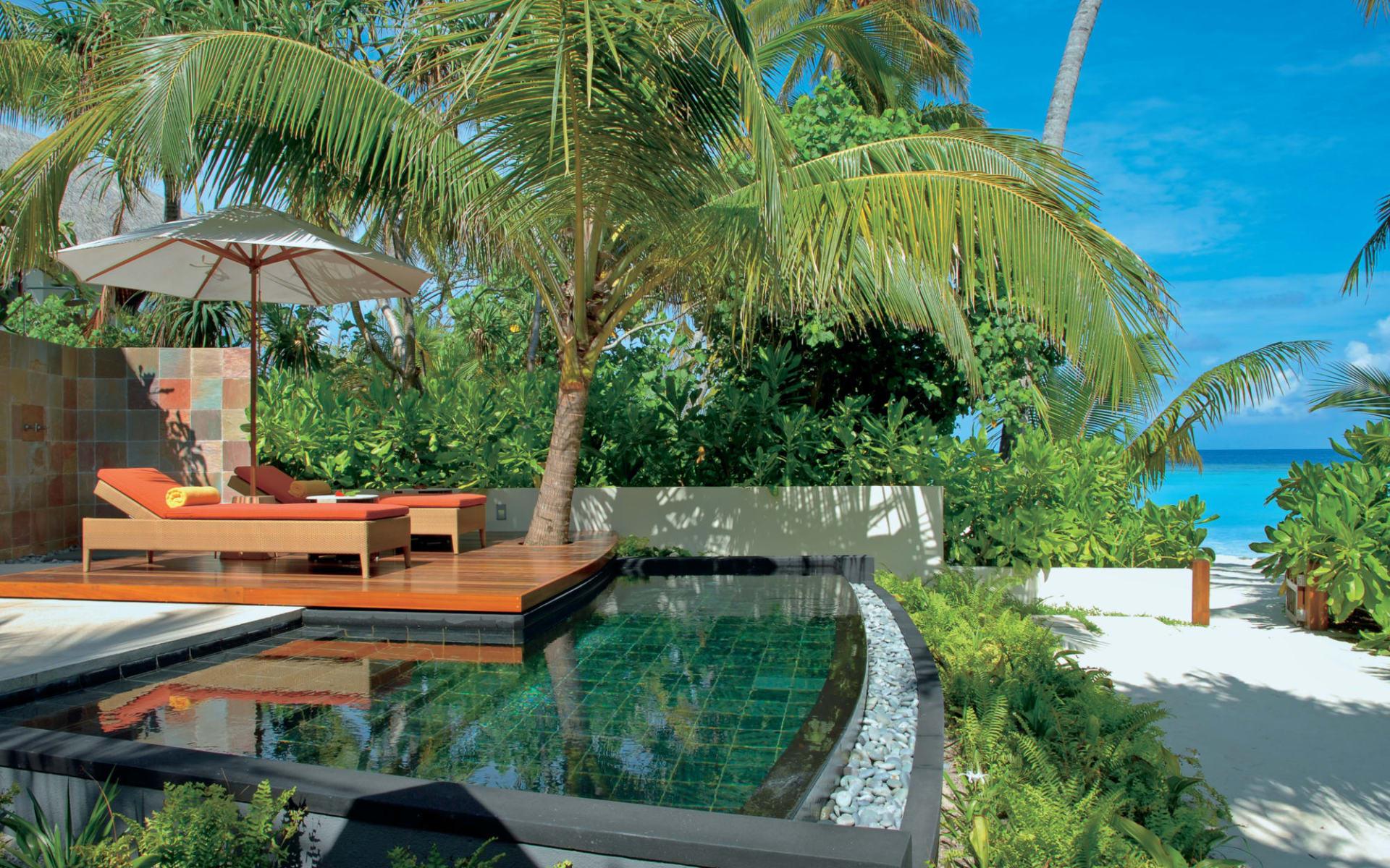 Constance Halaveli Maldives in Ari-Atoll:  Beach Villa