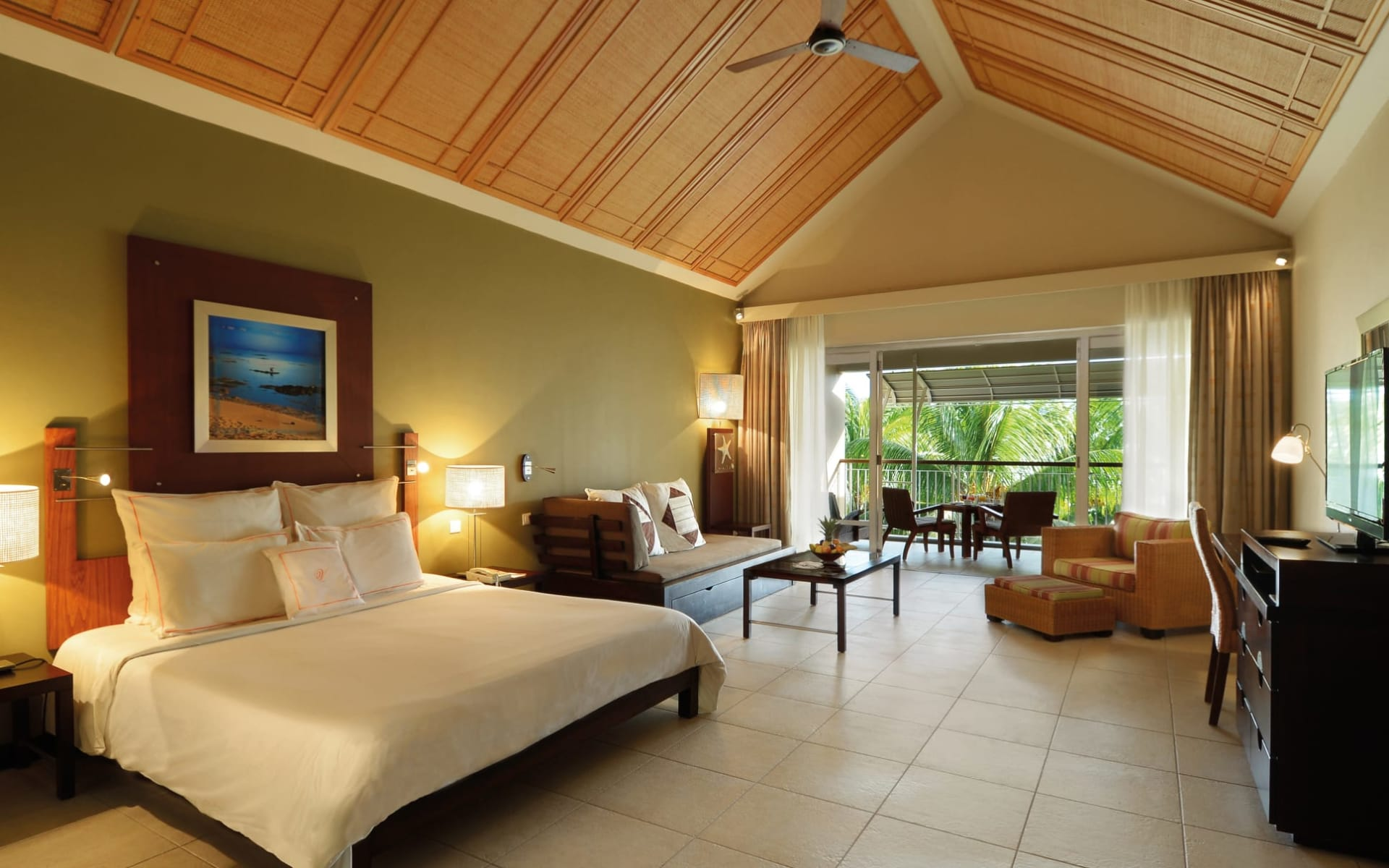 Victoria Beachcomber Resort & Spa in Pointe aux Piments:  Deluxe
