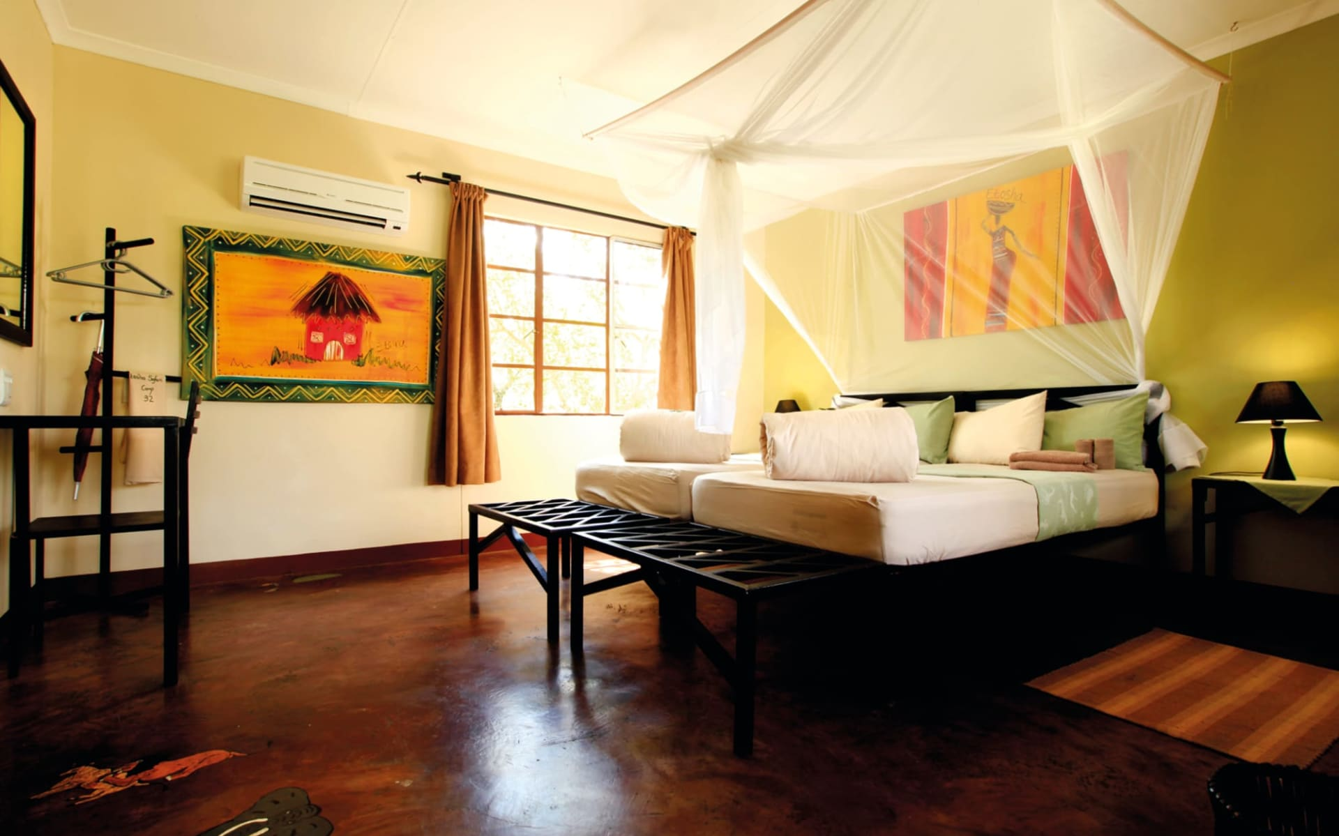 Etosha Safari Camp in Etosha Nationalpark:  Etosha Safari Camp - Schlafzimmer mit Bett