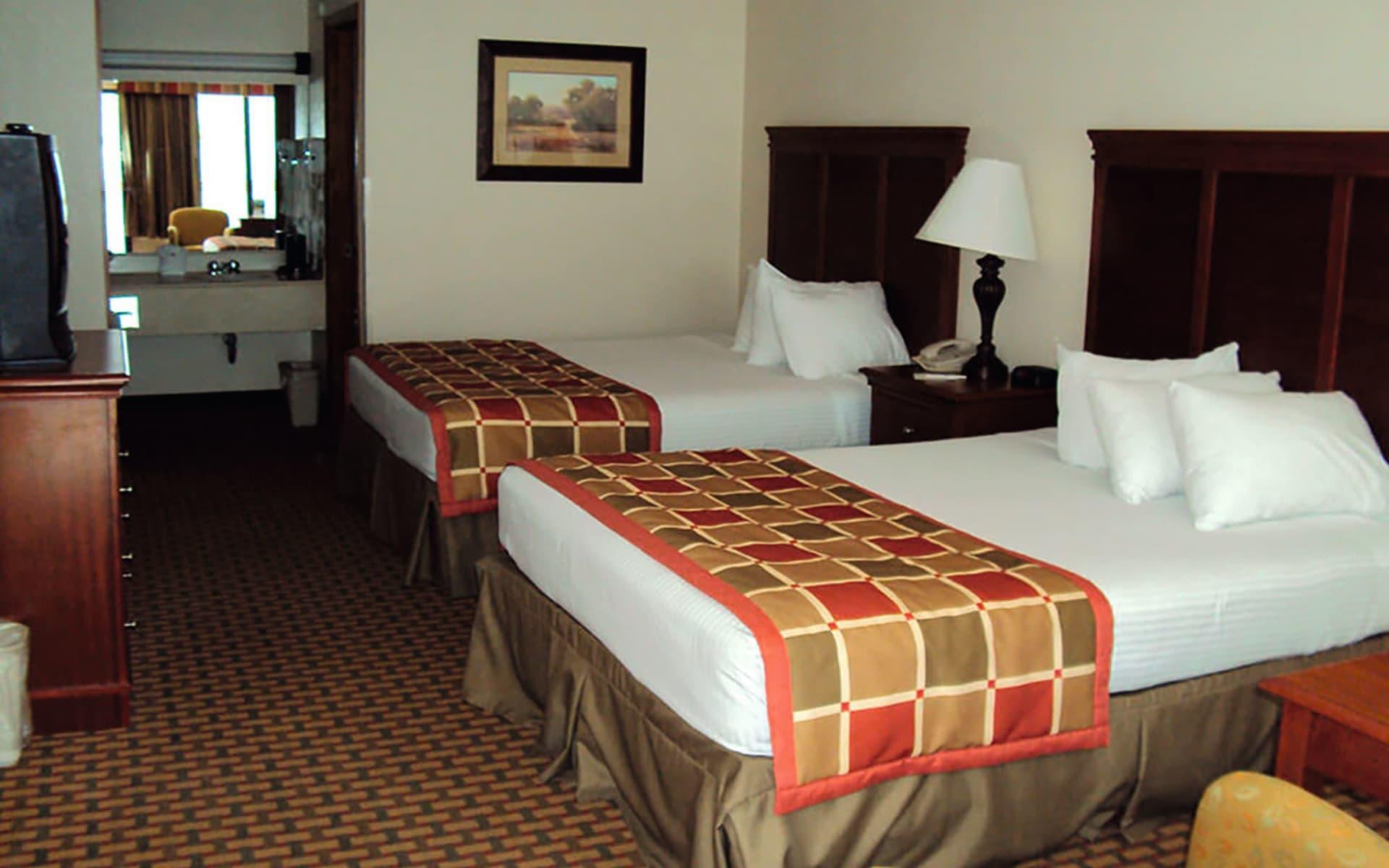 Great Smokies Inn in Cherokee: Room_Great-Smokies-Inn-Room_hotel direct web!