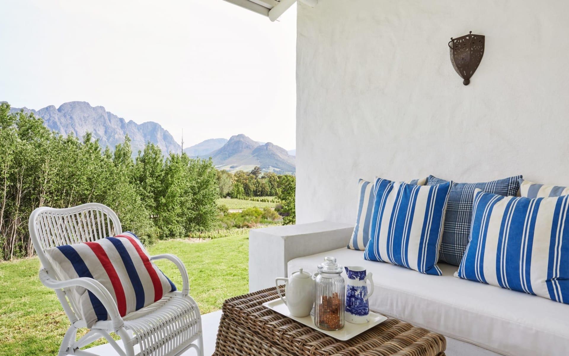 La Cotte Farm in Franschhoek:  La Cotte Farm - Veranda mit Lounge