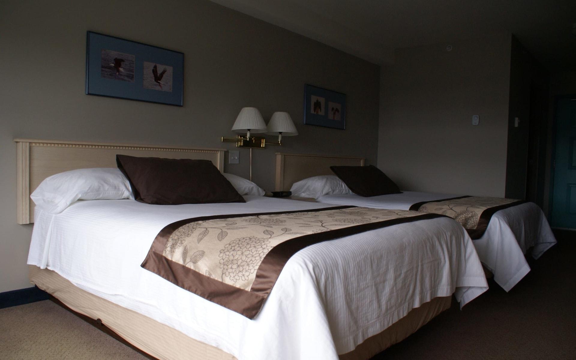 Quarterdeck Inn & Marina Resort in Port Hardy:  Quarterdeck Inn & Marina Resort_StandardRoom2QueenBeds