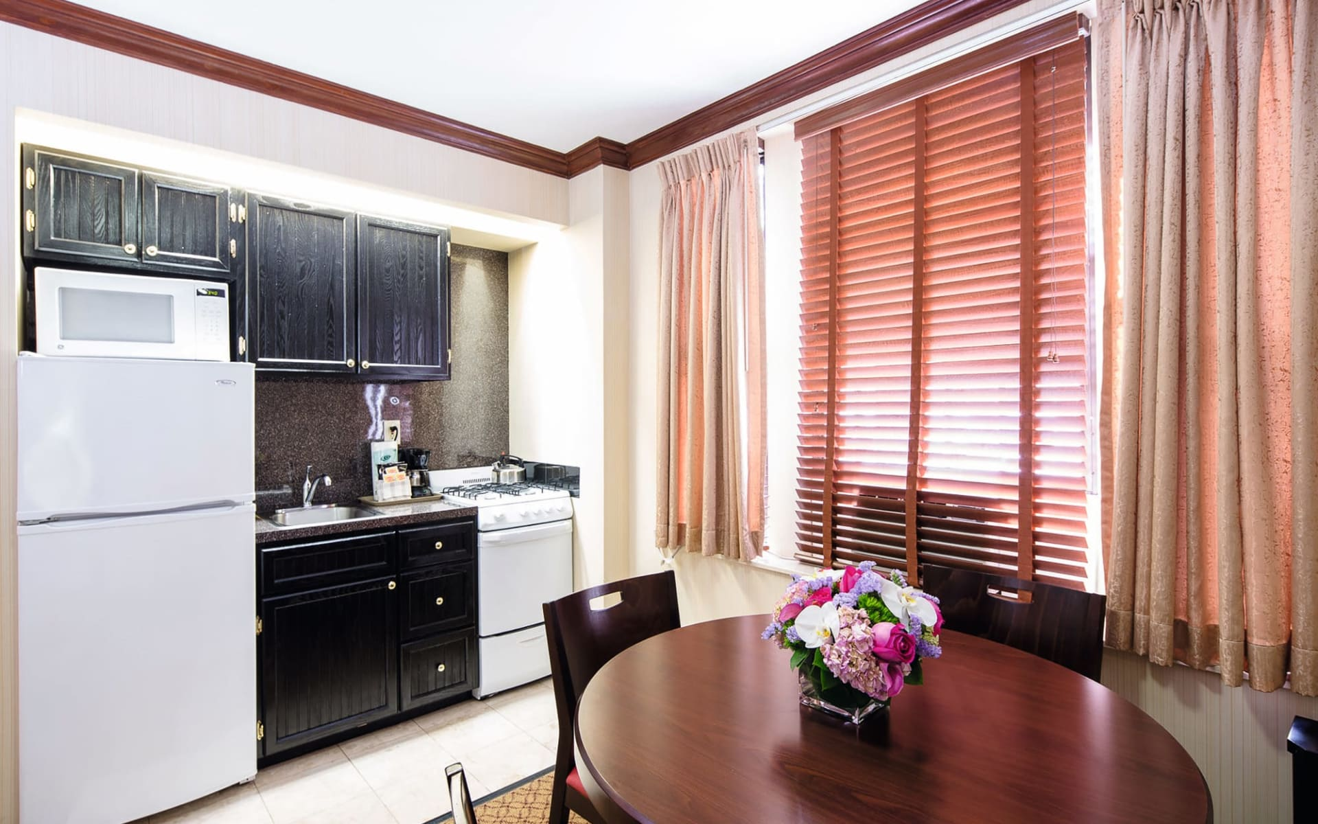Radio City Apartments in New York - Manhattan: Radio City Apartment - Kitchen