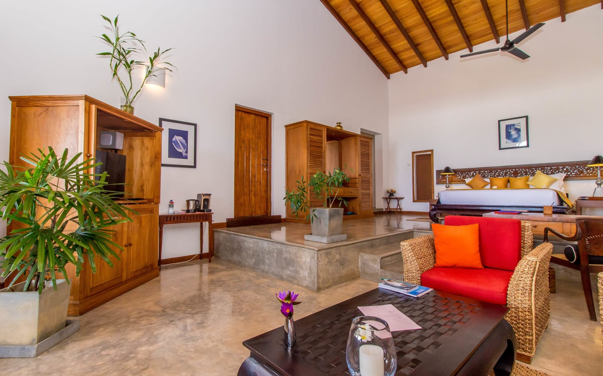 Aditya Resort in Hikkaduwa: Sagara Suite (Ocean View) | Bedroom & Living Room