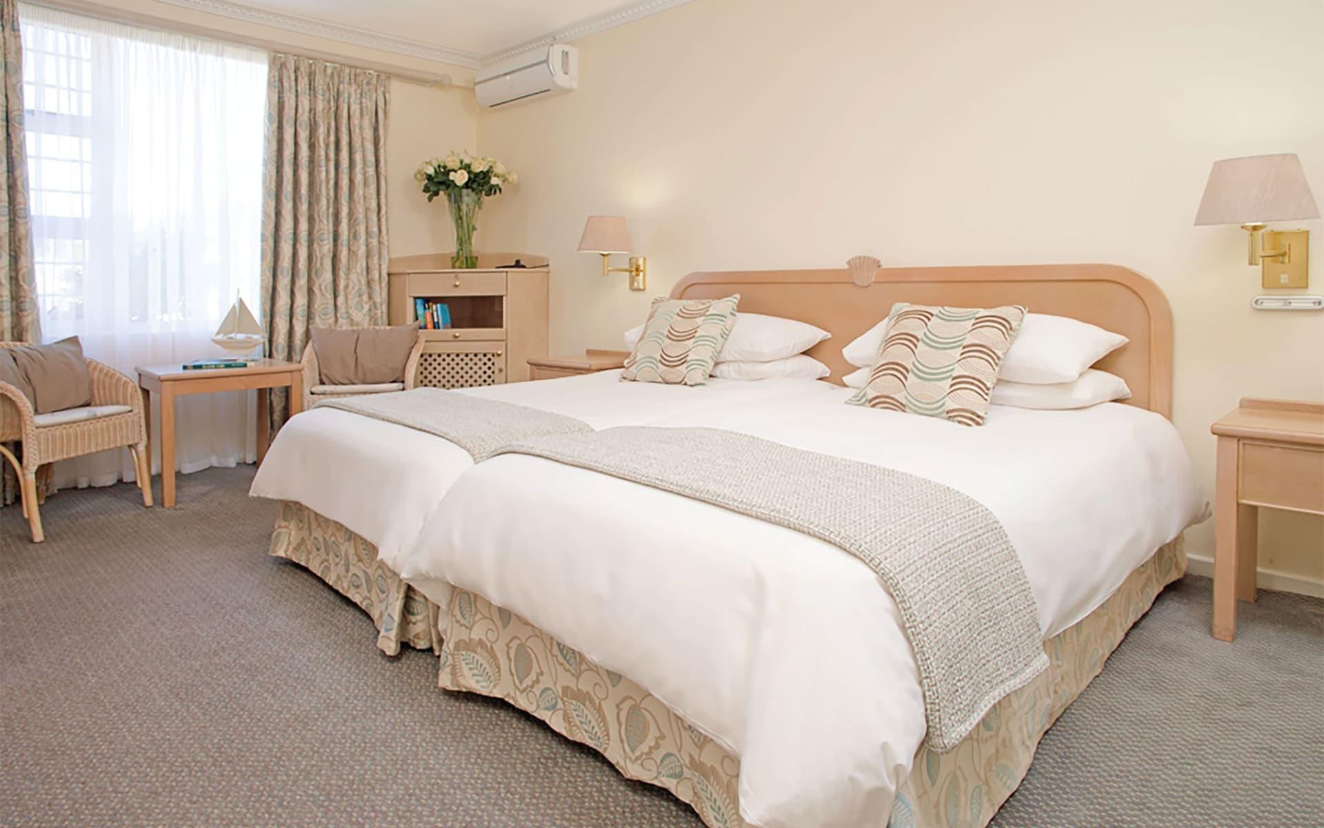 The Beach Hotel in Port Elizabeth:  The Beach Hotel - Doppelzimmer mit Bett