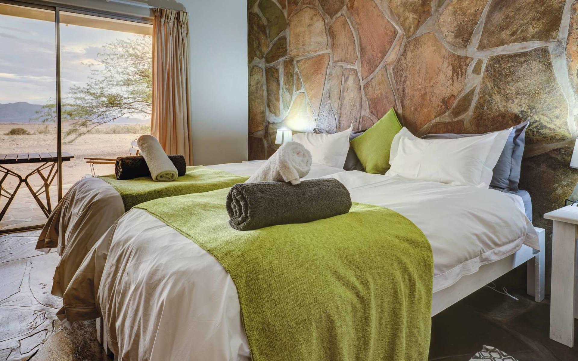 The Elegant Desert Lodge in Sesriem: The Elegant Desert Lodge-  zimmer mit Blick in die Wueste