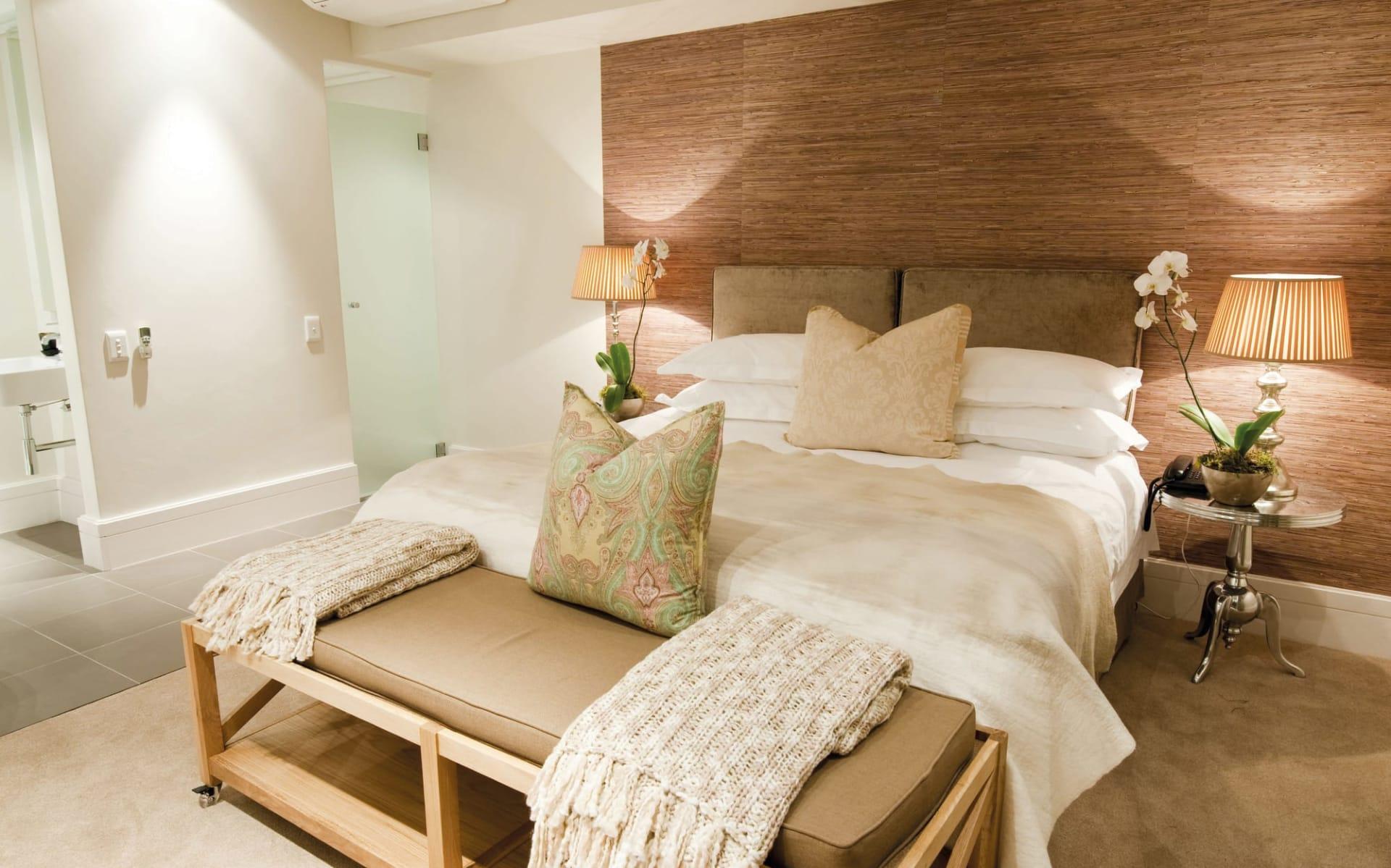 The Rex Hotel in Knysna: The Rex Hotel - Luxury Zimmer mit Bett