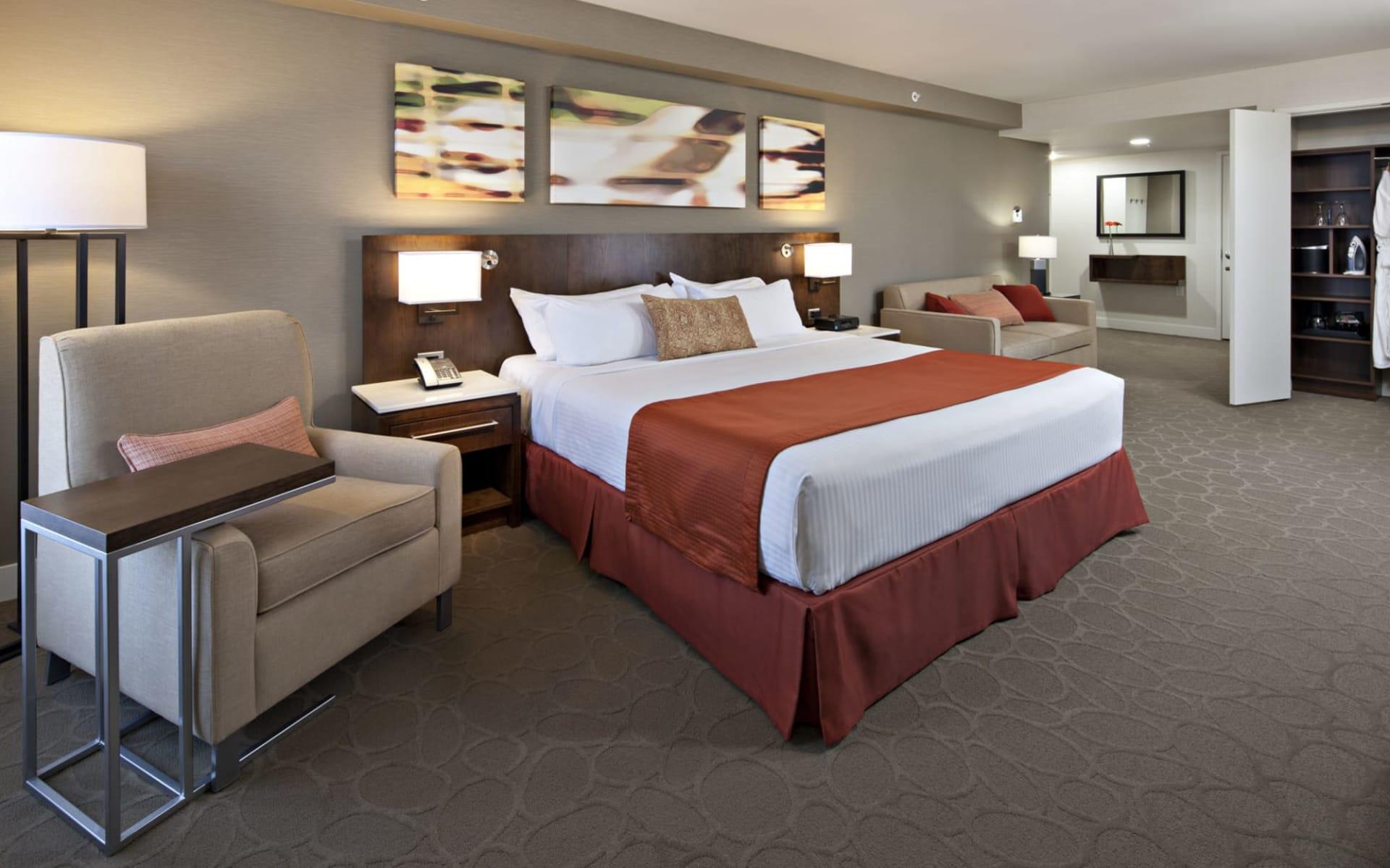The Delta Hotels by Marriott Grand Okanagan Resort in Kelowna: Deluxe Room