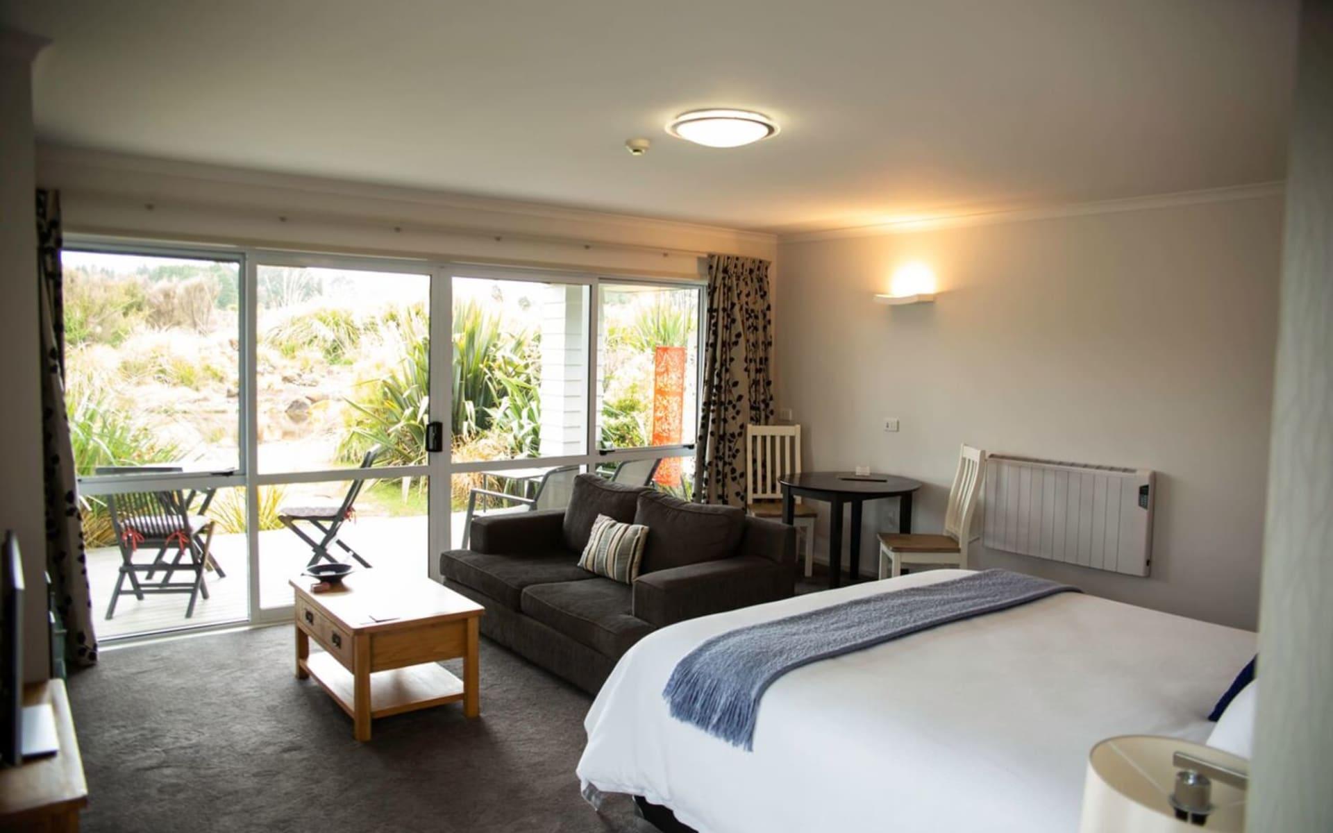 Tongariro Suites @ The Rocks in Tongariro National Park:  Zimmer Tongariro Suites @ the Rocks - Tongariro Suite Interior cTongariro Suites