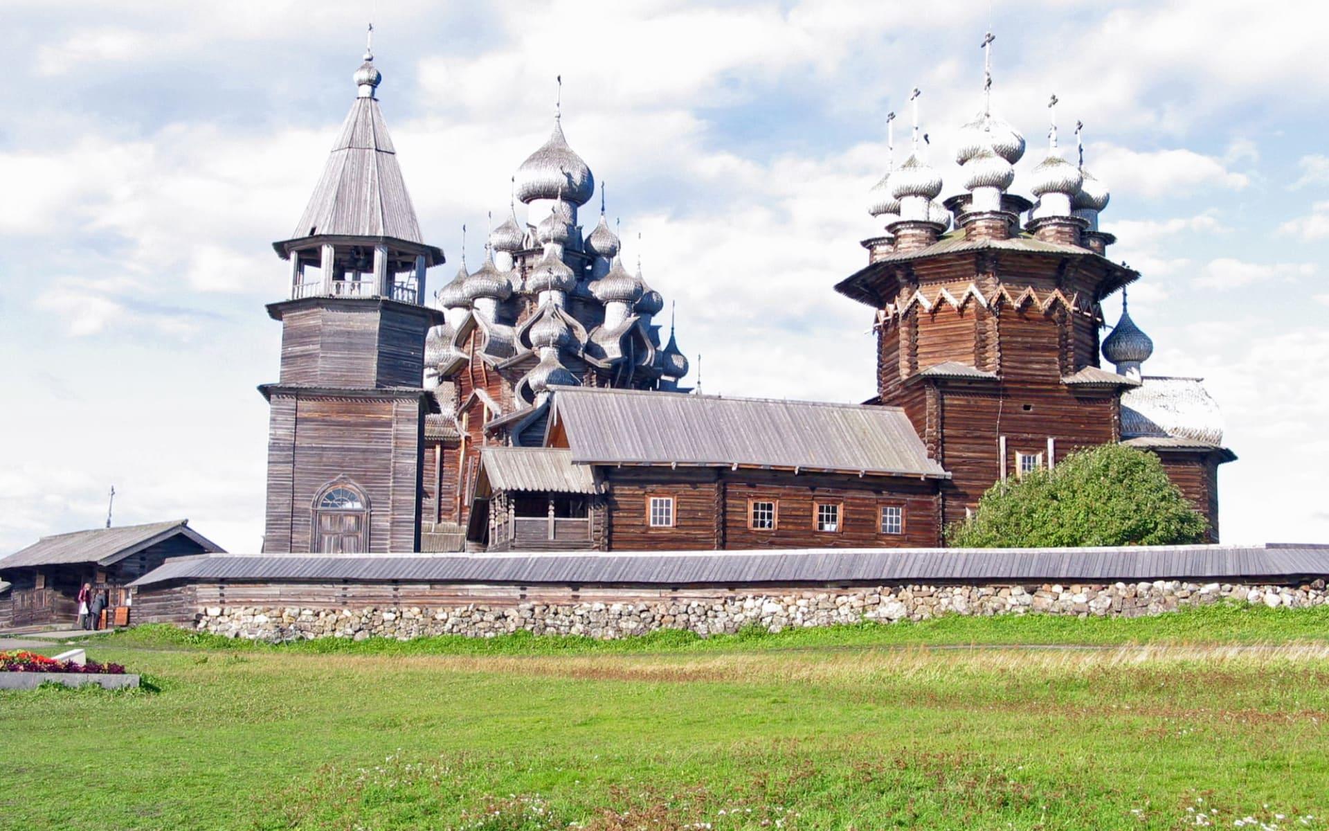 Bezauberndes Karelien ab St. Petersburg: Russland - Kischi - Holzkirchen