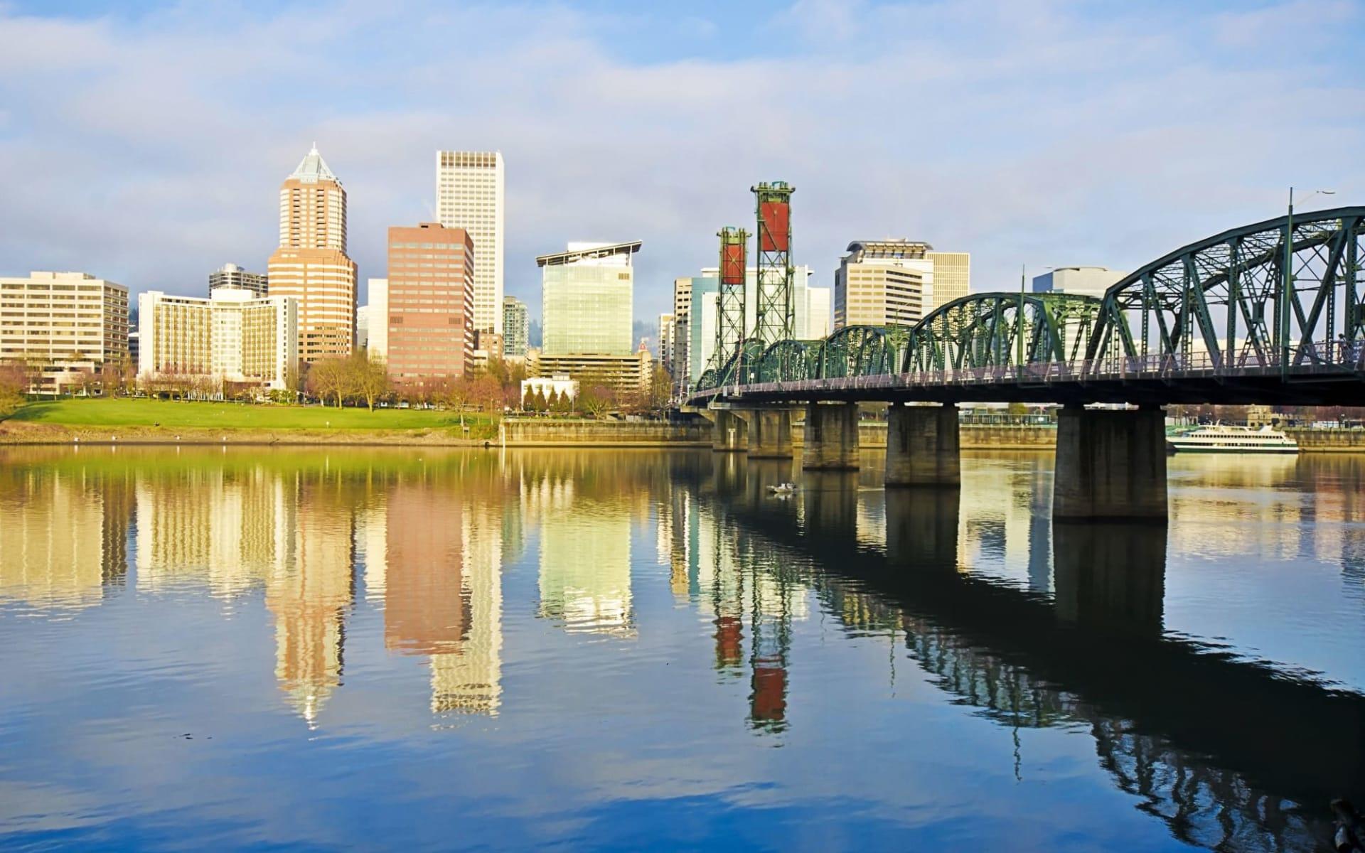 Hotel Rose in Portland: shutterstock_131692325_portland1