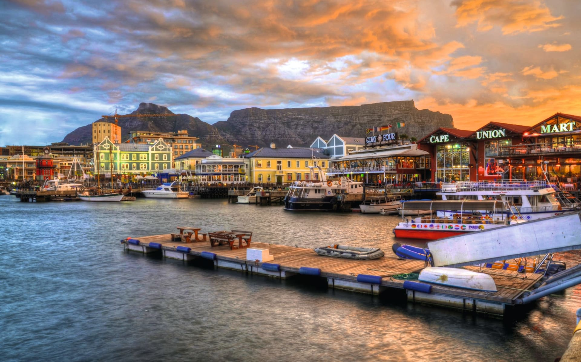 Victoria & Alfred Hotel in Kapstadt: stadt Kapstadt - Victoria&Alfred Waterfront bei Abenddämmerung c Fotolia_69440448_Subscription_Monthly_XL