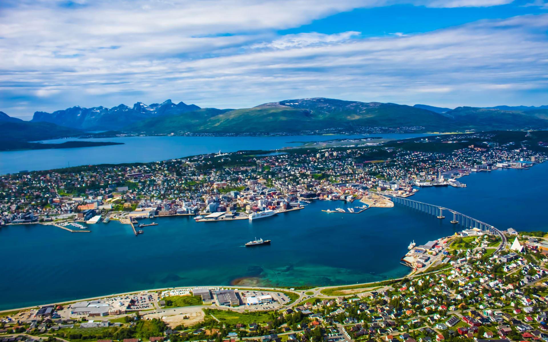 Clarion Edge in Tromsö: Tromso Stadt Norwegen mit der Brücke