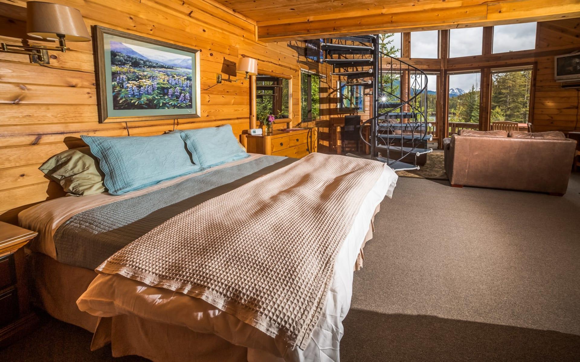 Tutka Bay Lodge in Homer: tutka_bay_lodge_Eagle's Nest Cabin