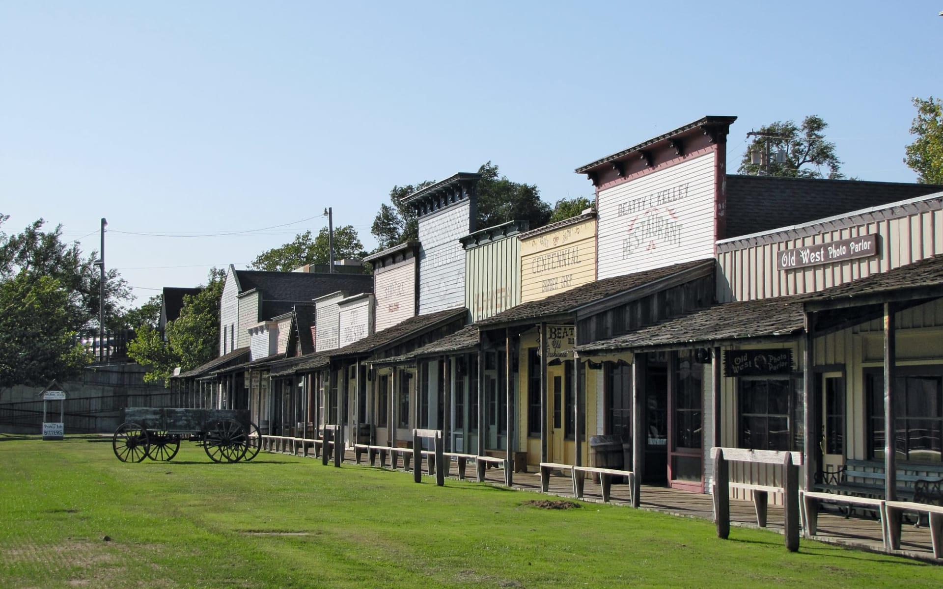 Cowboys & Indians ab Kansas City: USA - Kansas - Boot Hill Museum