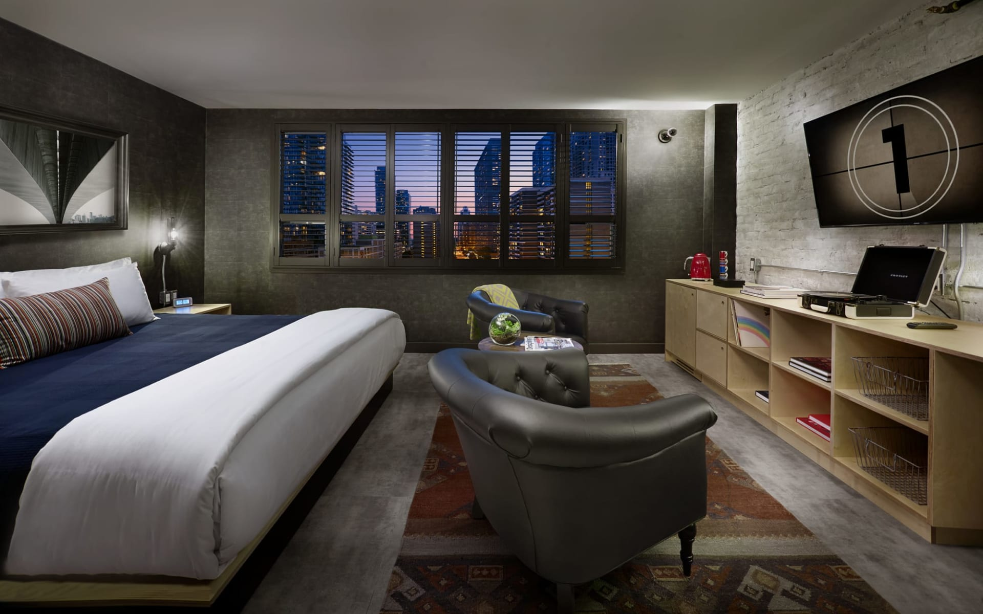 The Anndore House in Toronto: Zimmer_Anndore House YTO_Loft King Room_Jonview