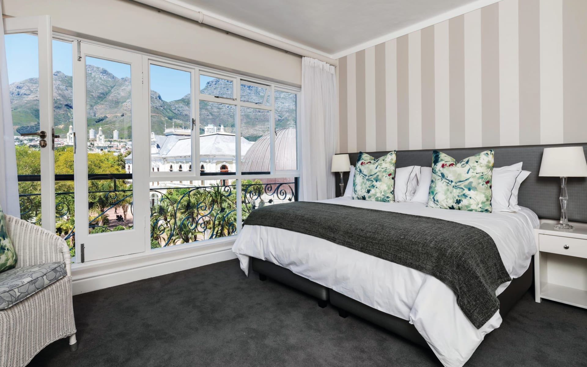 Cape Town Hollow Boutique Hotel in Kapstadt: zimmer Cape Town Hollow - Zimmer mit Bett und Bergblick