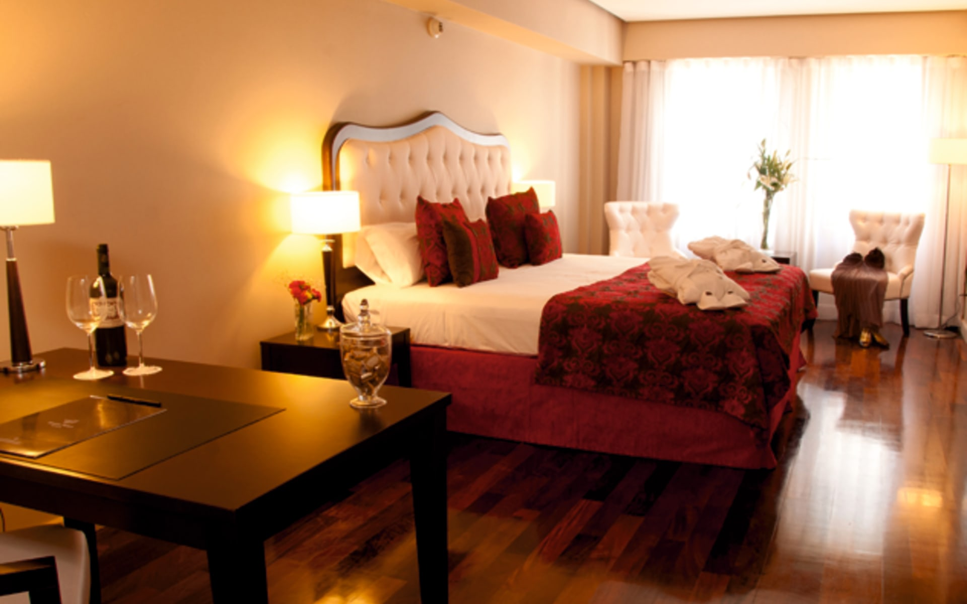 Kenton Palace in Buenos Aires: zimmer Hotel Kenton roetliches Schlafzimmer