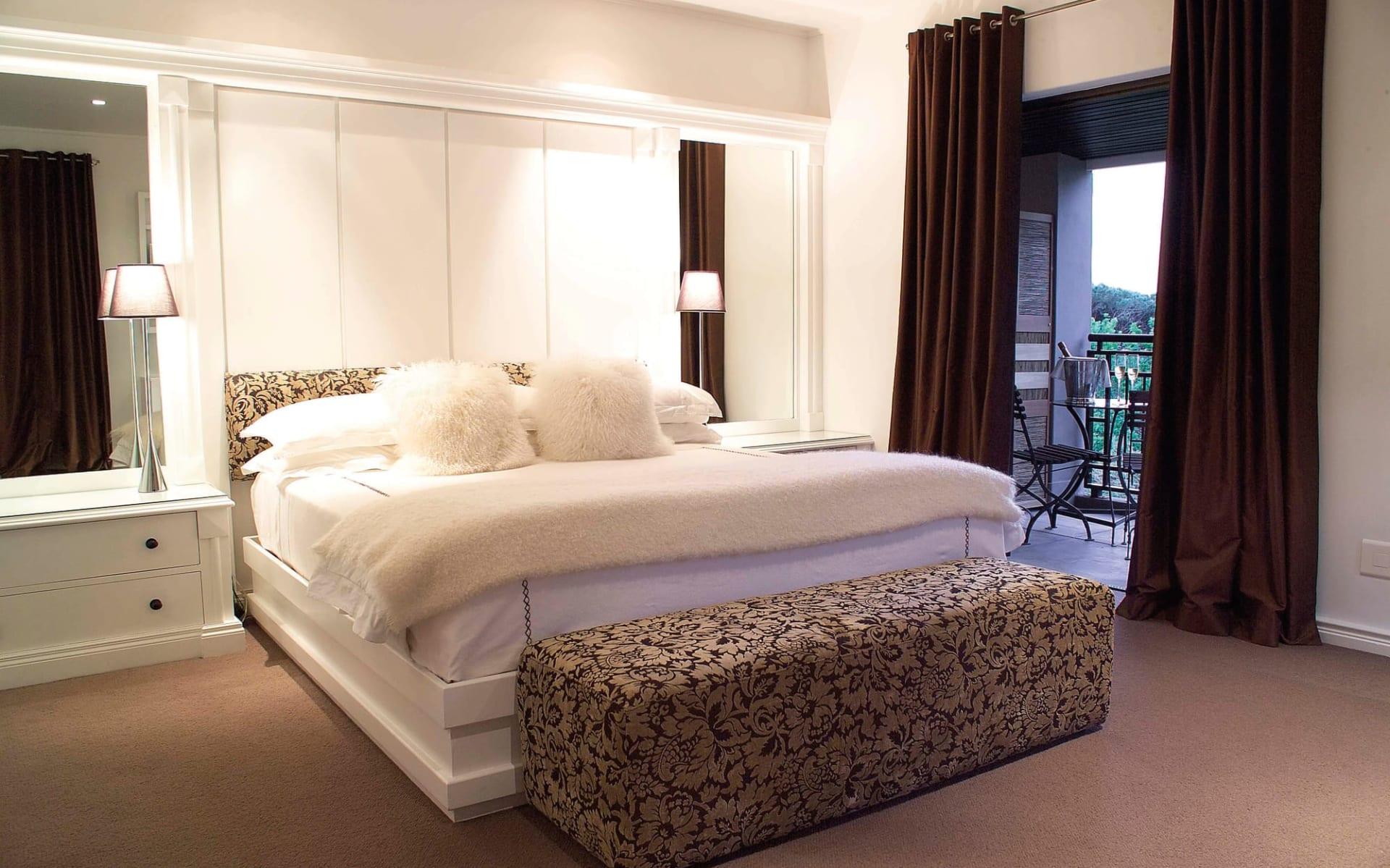 Kensington Place in Kapstadt: zimmer Kensington Place - Superior Zimmer mit Bett und Blick zum Balkon
