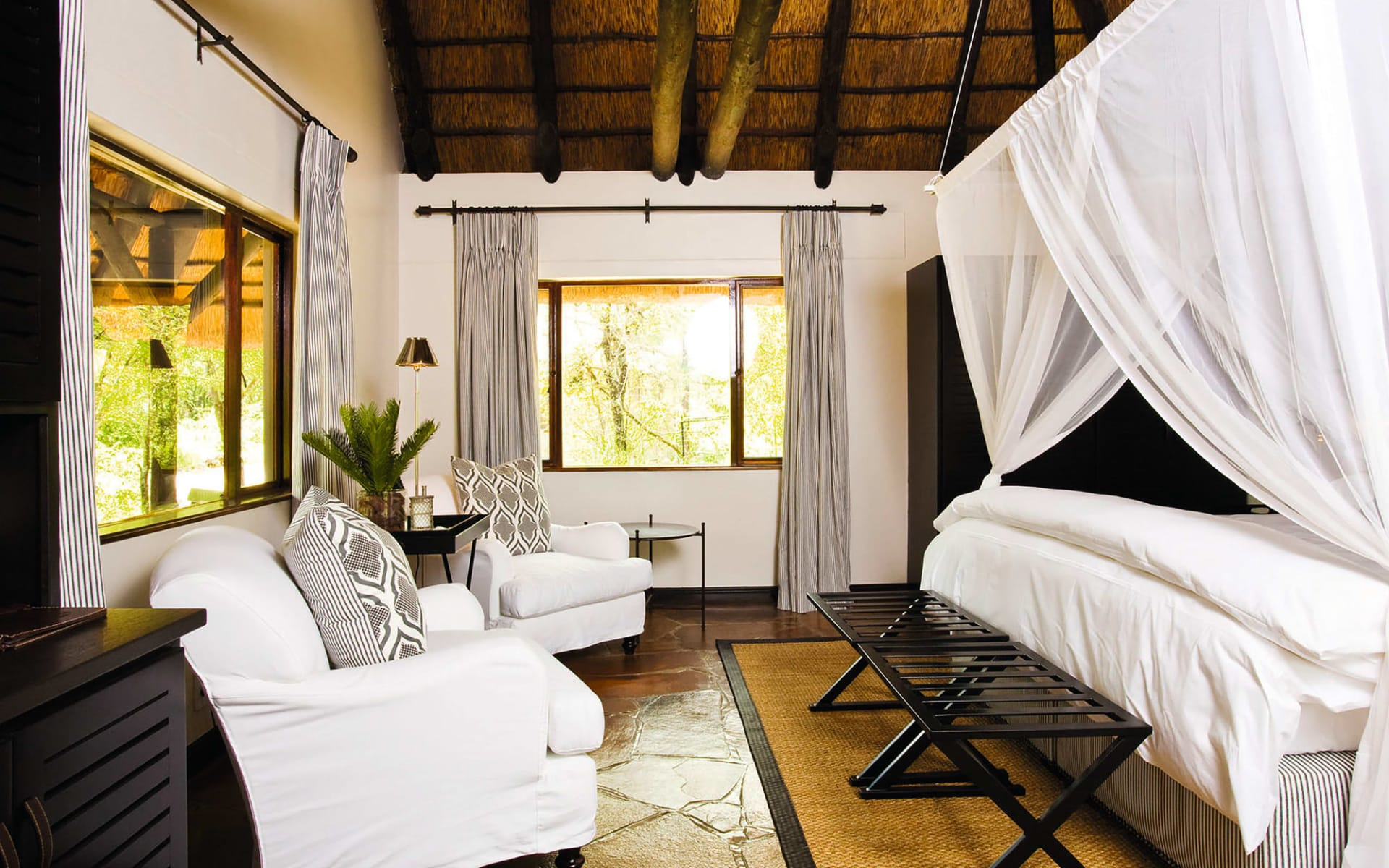 Mushara Lodge & Villas in Etosha Nationalpark: Zimmer Mushara Lodge Queenbed