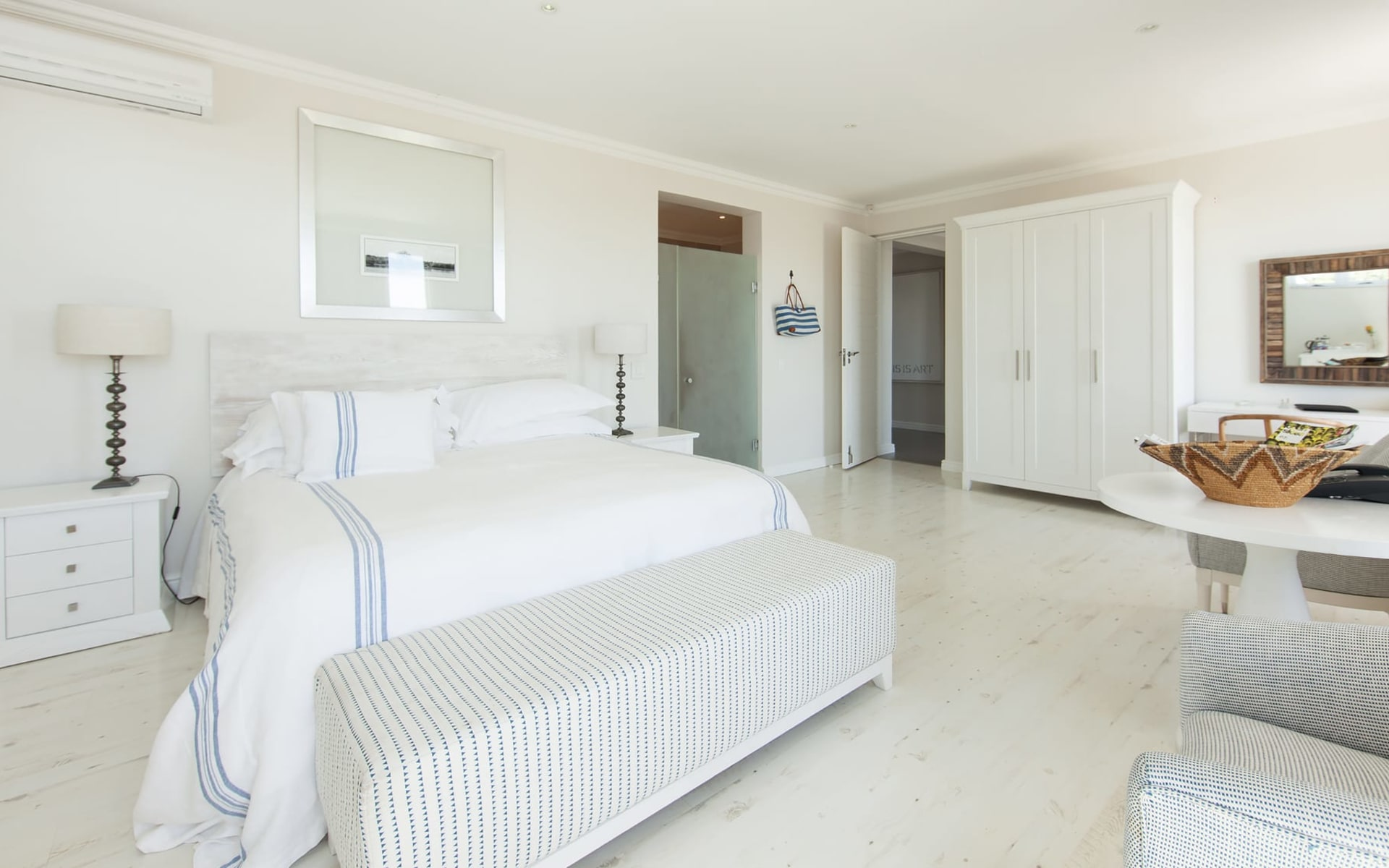 Sea Five Boutique Hotel in Camps Bay: Zimmer Sea Five Boutique Ocean Junior Suite weisses Bett