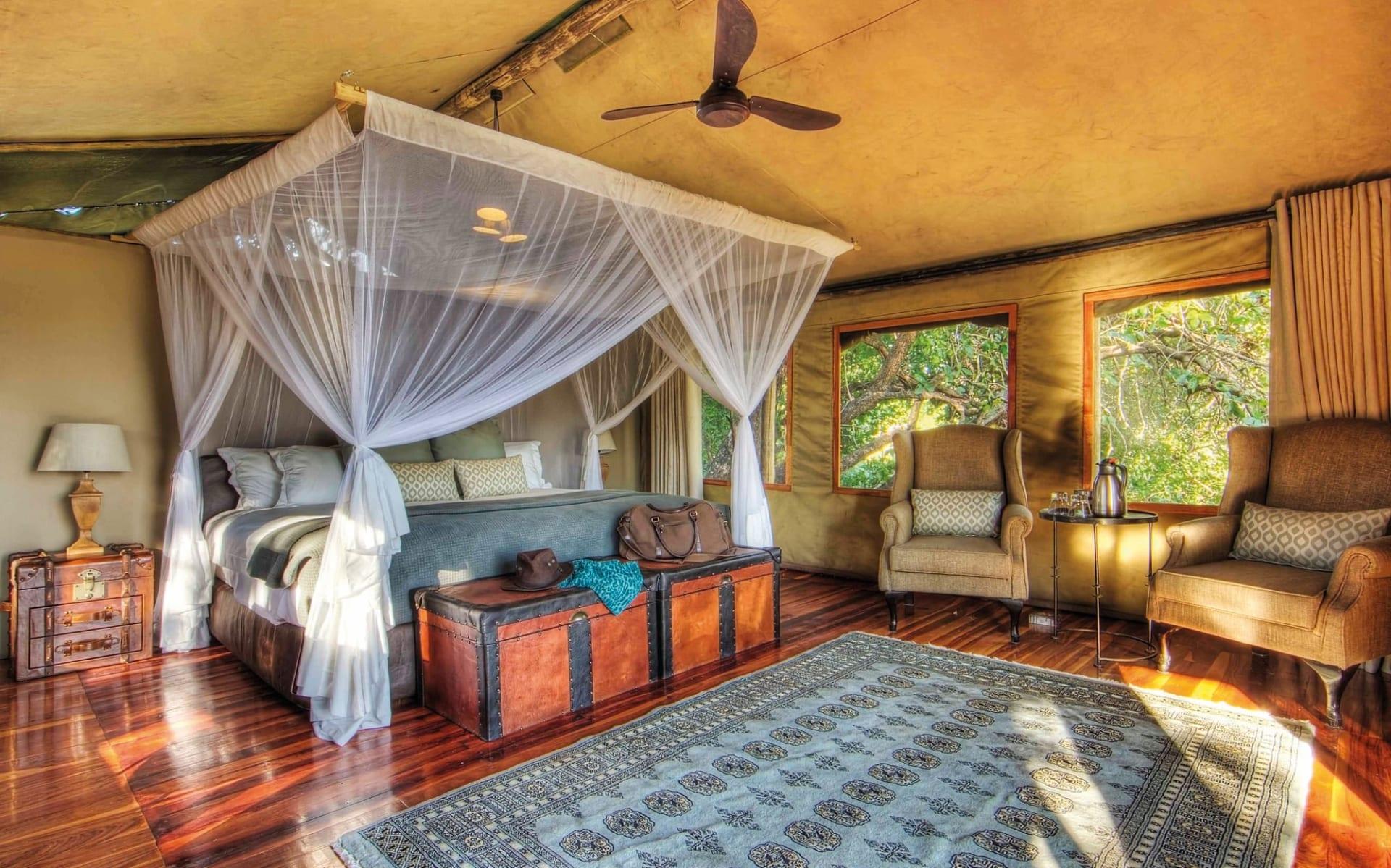 Shinde in Okavango Delta: zimmer Shinde - Zeltzimmer mit Bett c Ker&Downey
