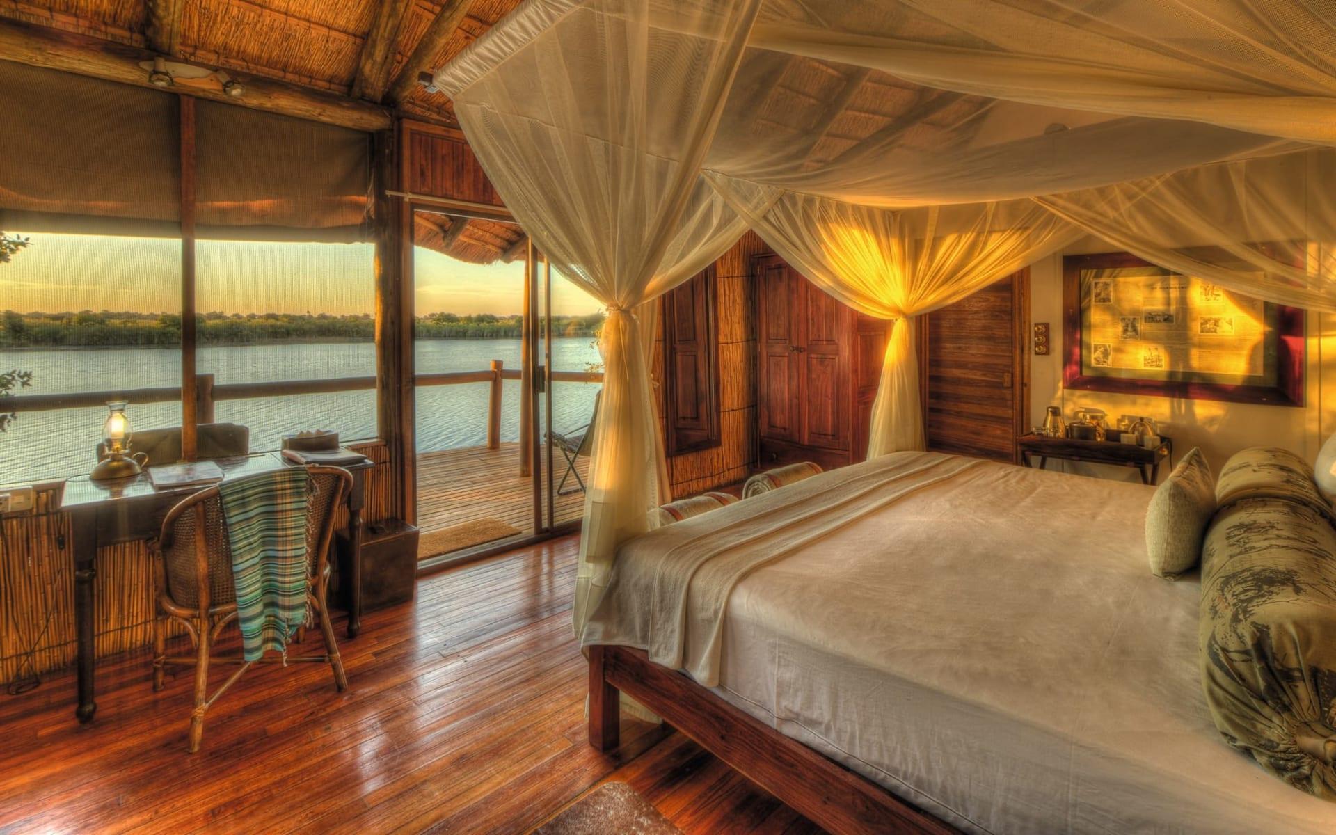 Xugana Island Lodge in Okavango Delta: zimmer Xugana Island Lodge - Bett mit Aussicht c Desert&Delta