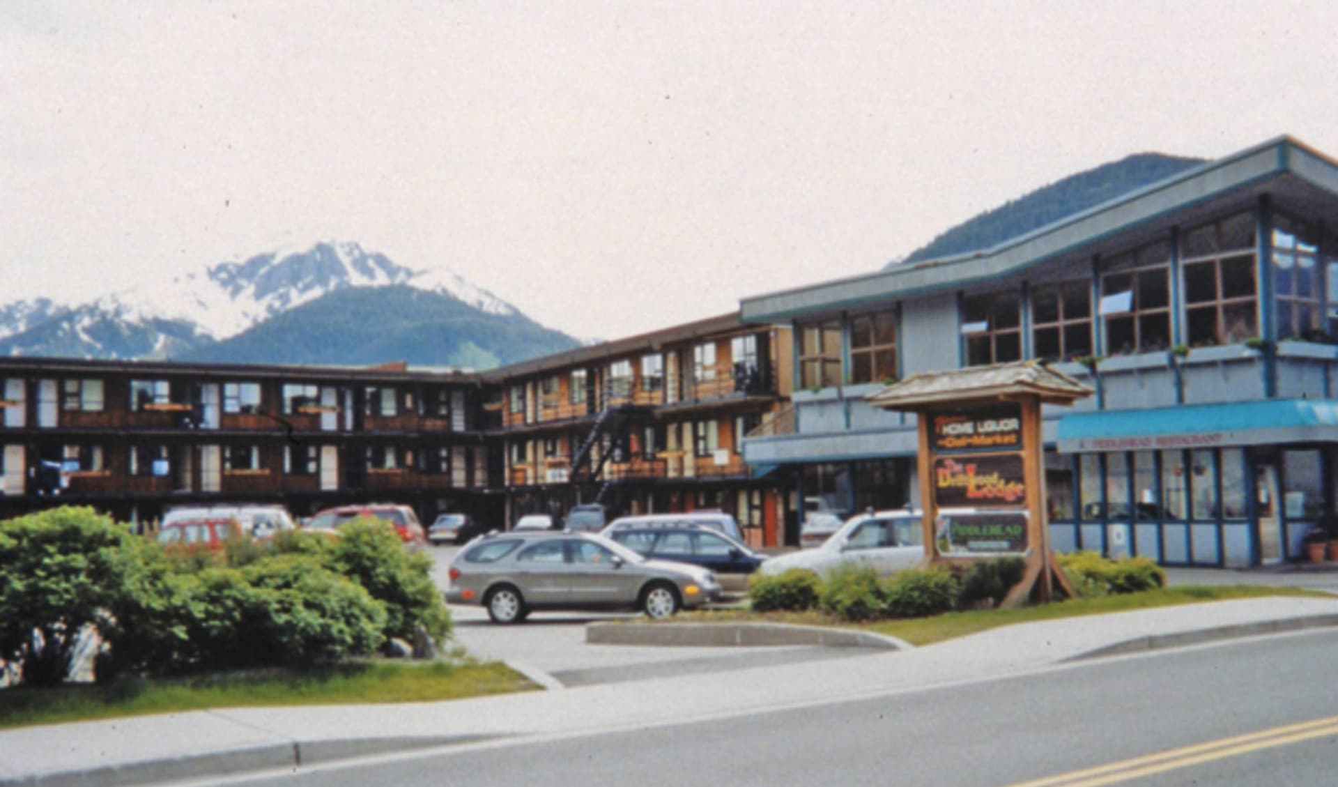 The Driftwood Hotel in Juneau: _ exterior Driftwood Lodge Aussenansicht vom Hotel