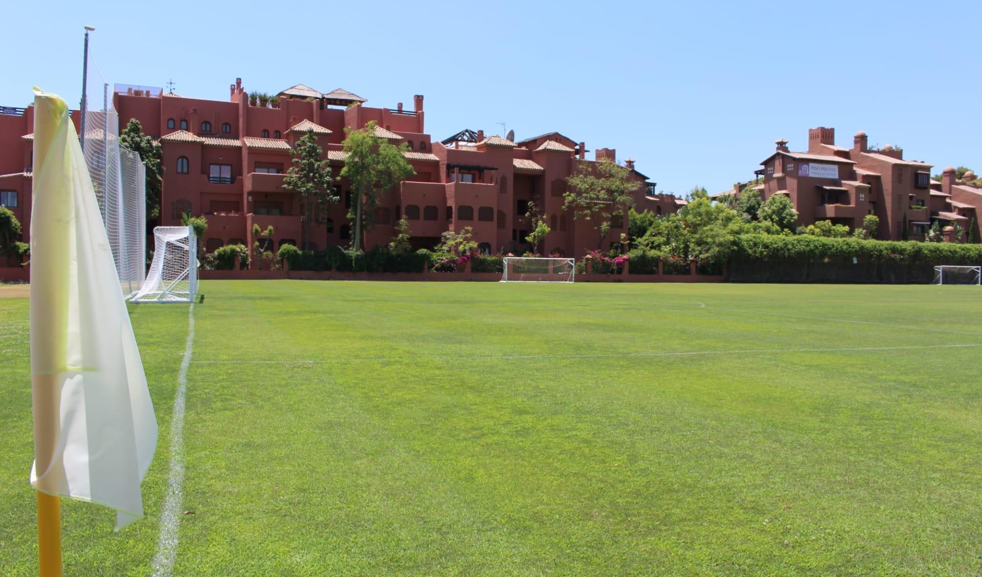 Estepona - Sol Marbella Atalaya Park ab Malaga: A_Atalaya - Fussballplatz