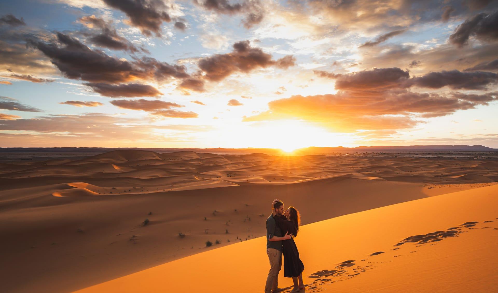 Paar in der Wüste, Dubai