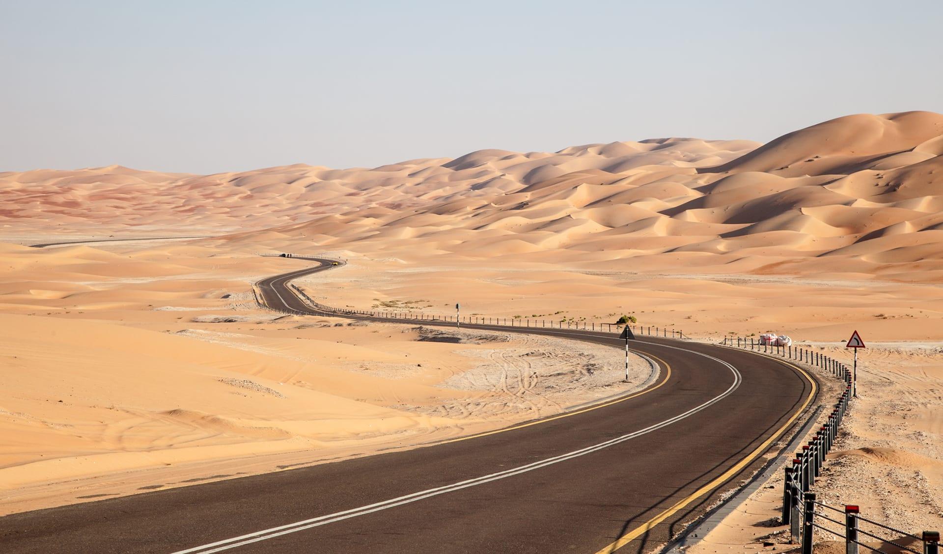 Strasse in der Wüste, Vereinigte Arabische Emirate