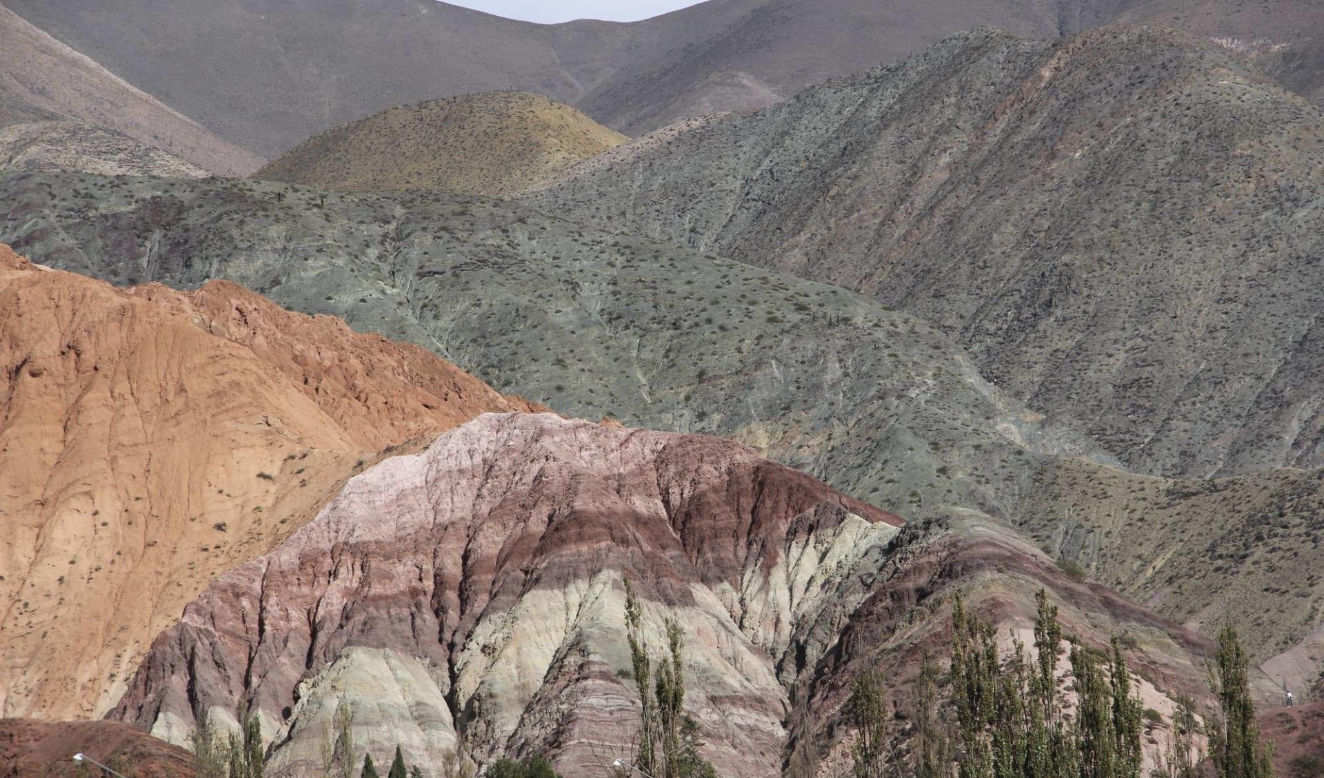 El Desierto del Altiplano ab Buenos Aires: Argentinien - Purmamarca - farbige Hügel