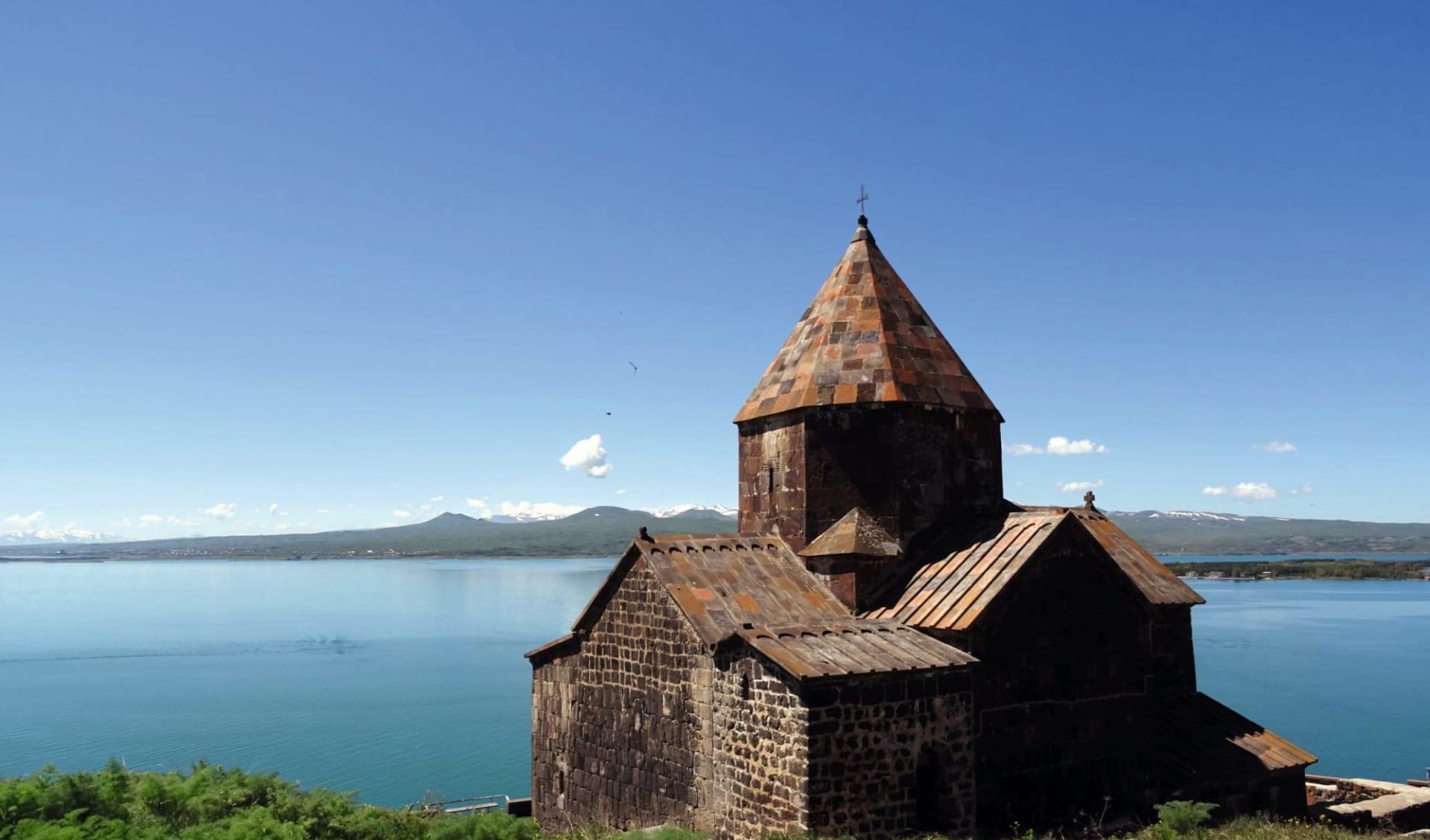 Golden Eagle, Luxuriös im Kaukasus und in Zentralasien unterwegs ab Yerewan: Armenien_Sewansee_Sonja