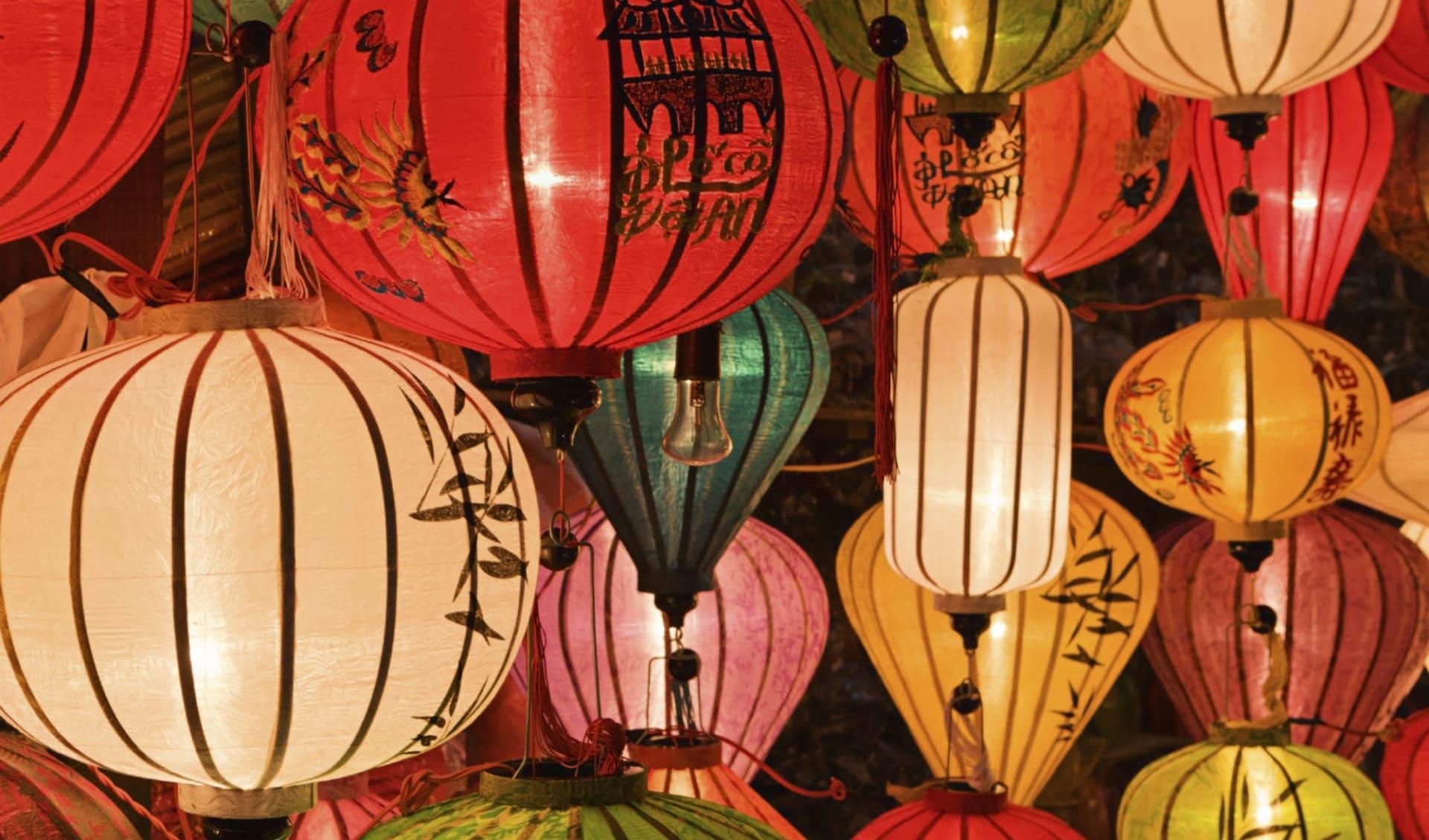 Höhepunkte Vietnams ab Hanoi: Asian (Chinese / Vietnamese) traditional silk hanging lanterns in Hoi An