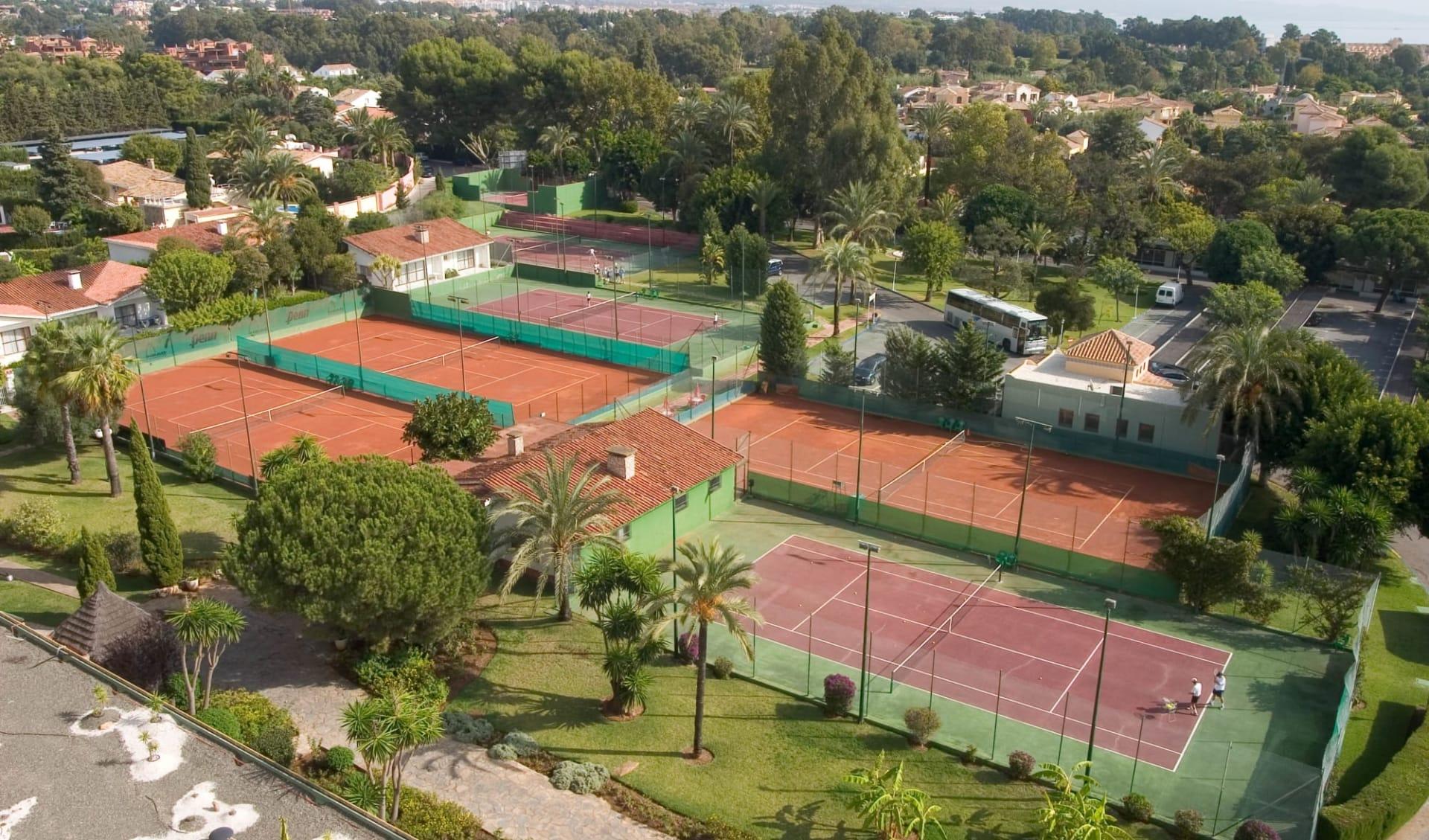 09.10. - 16.10.2021 Padel-Tennis Herbstferien ab Malaga: Atalaya - Tennisplätze