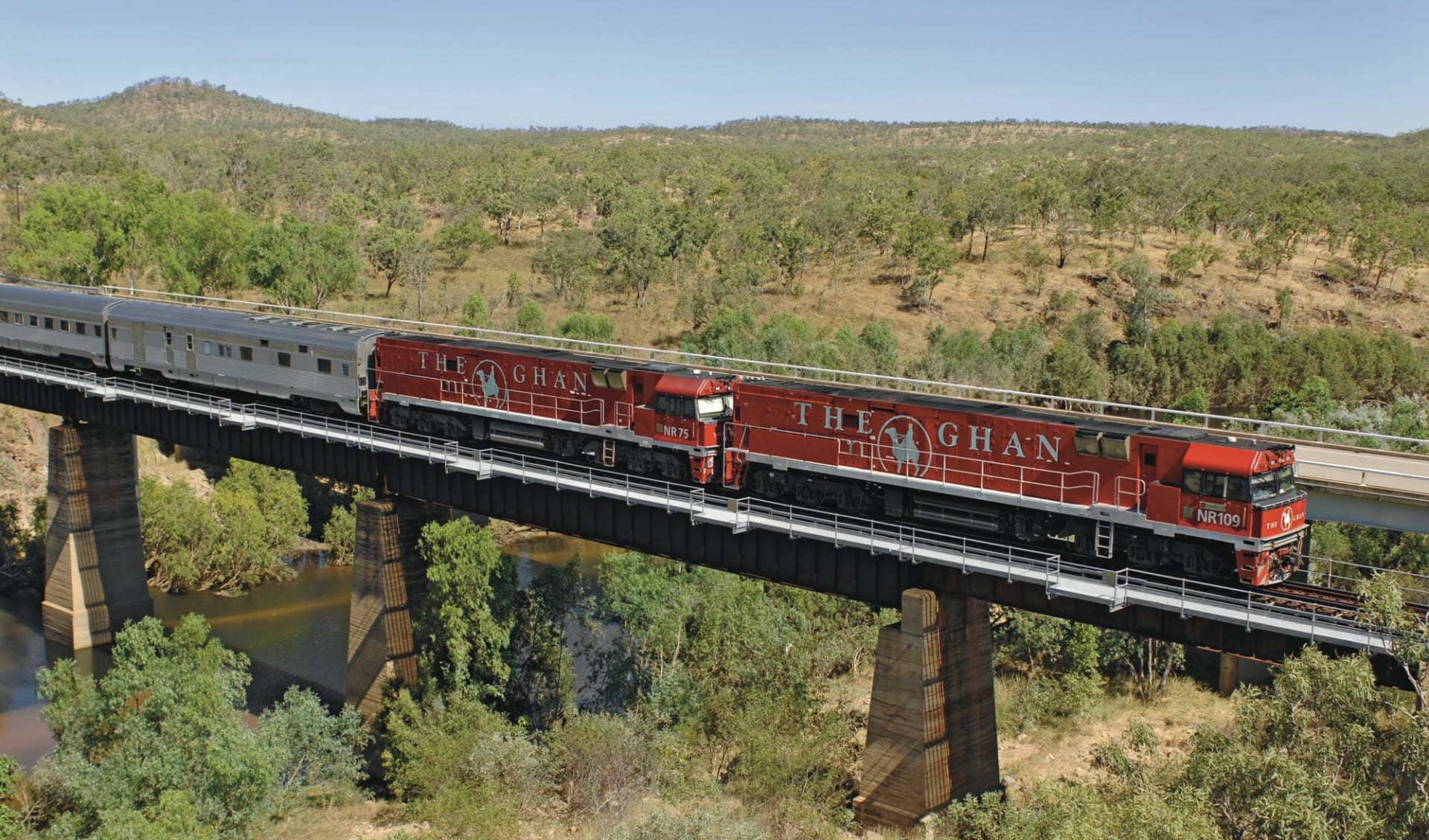 The Ghan von Alice Springs bis Darwin: Australien - Bahnreisen - The Ghan auf Brücke