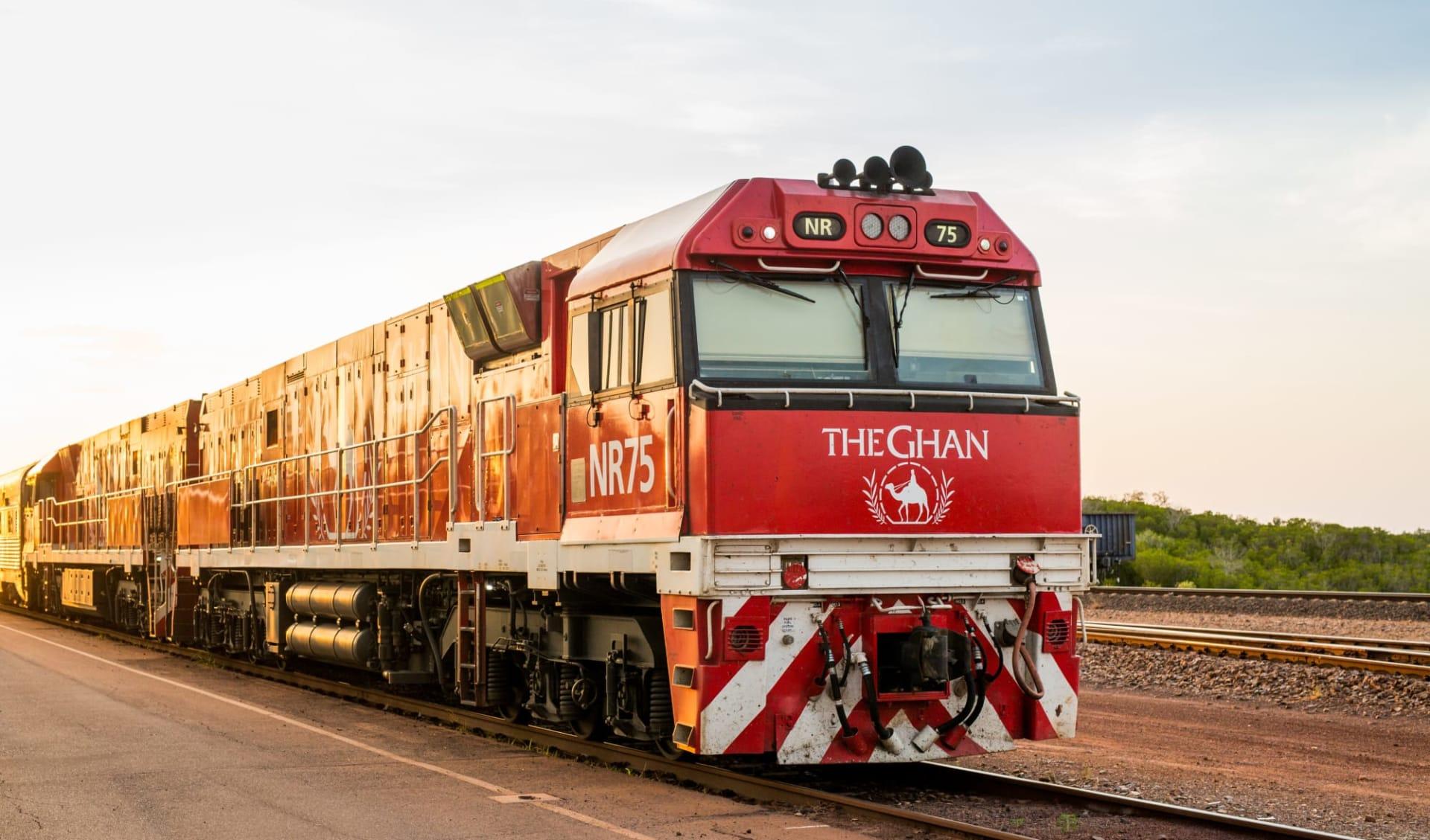 Kaleidoskop Australien (AAT Kings) ab Melbourne: Australien - Bahnreisen - The Ghan Lokomotive