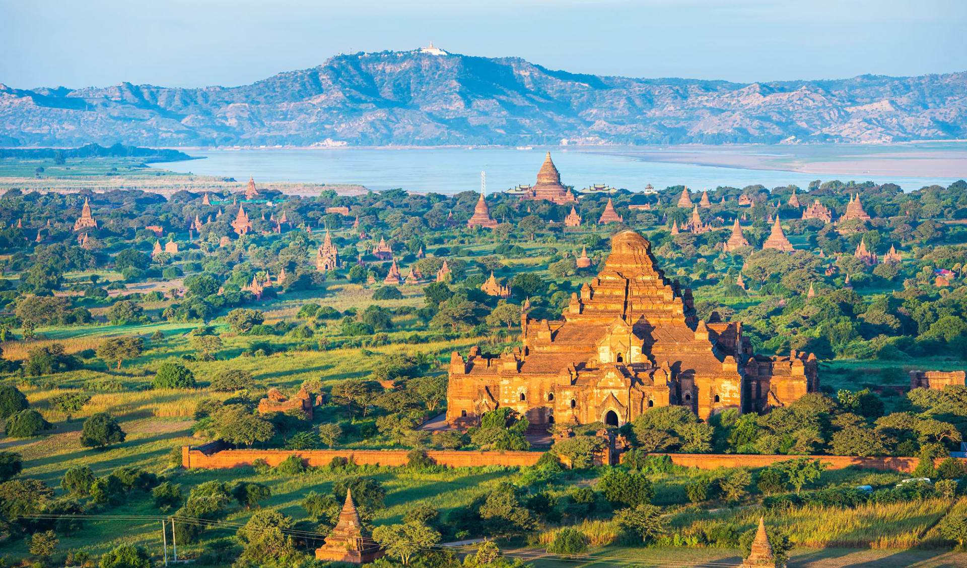 Flusskreuzfahrt auf der «Sanctuary Ananda» Mandalay-Bagan: Bagan - Ancient pagodas with altitude balloon