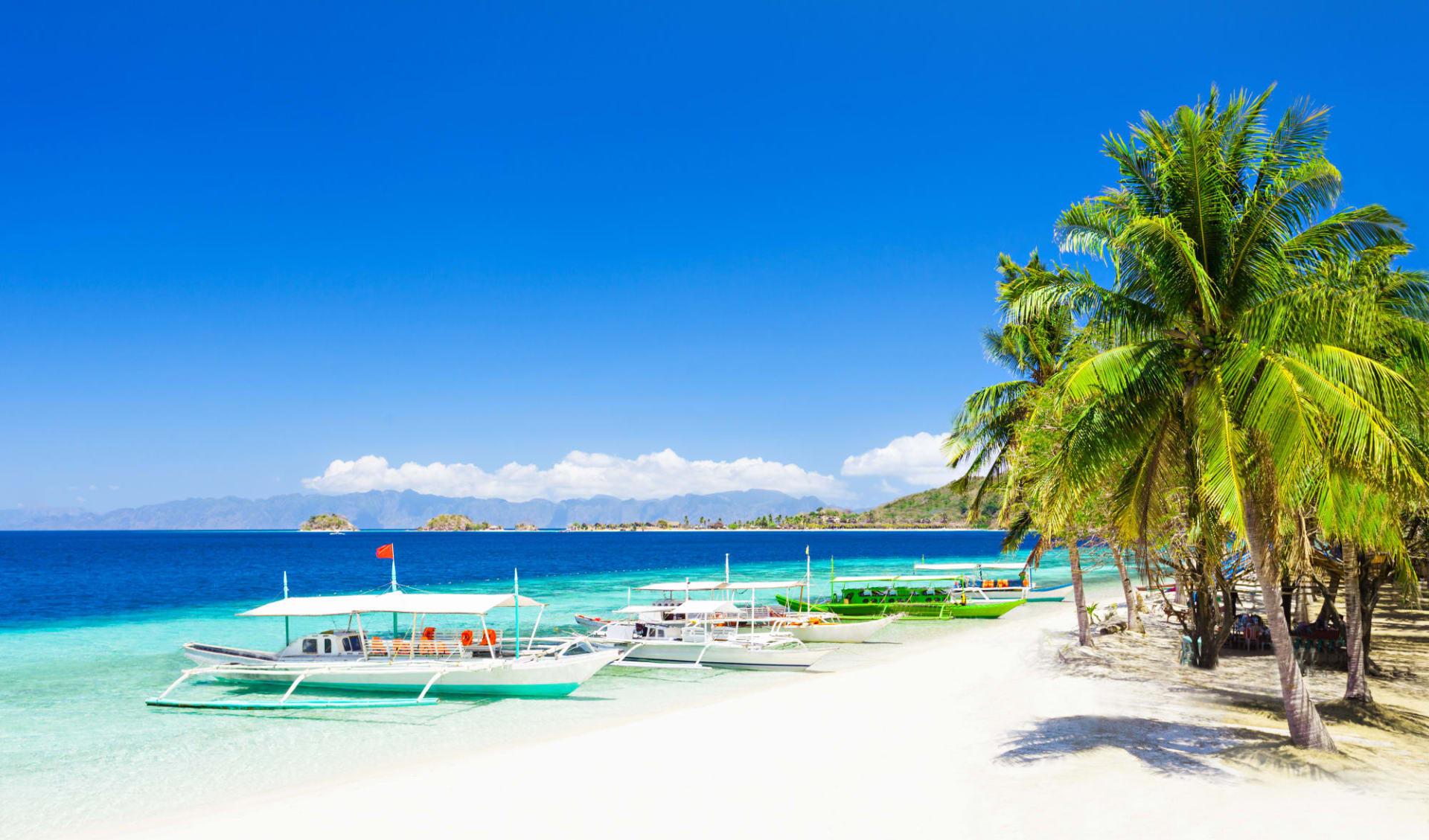 Individuelles Inselhüpfen auf den Philippinen ab Manila: Boracay Filipino boat in the sea