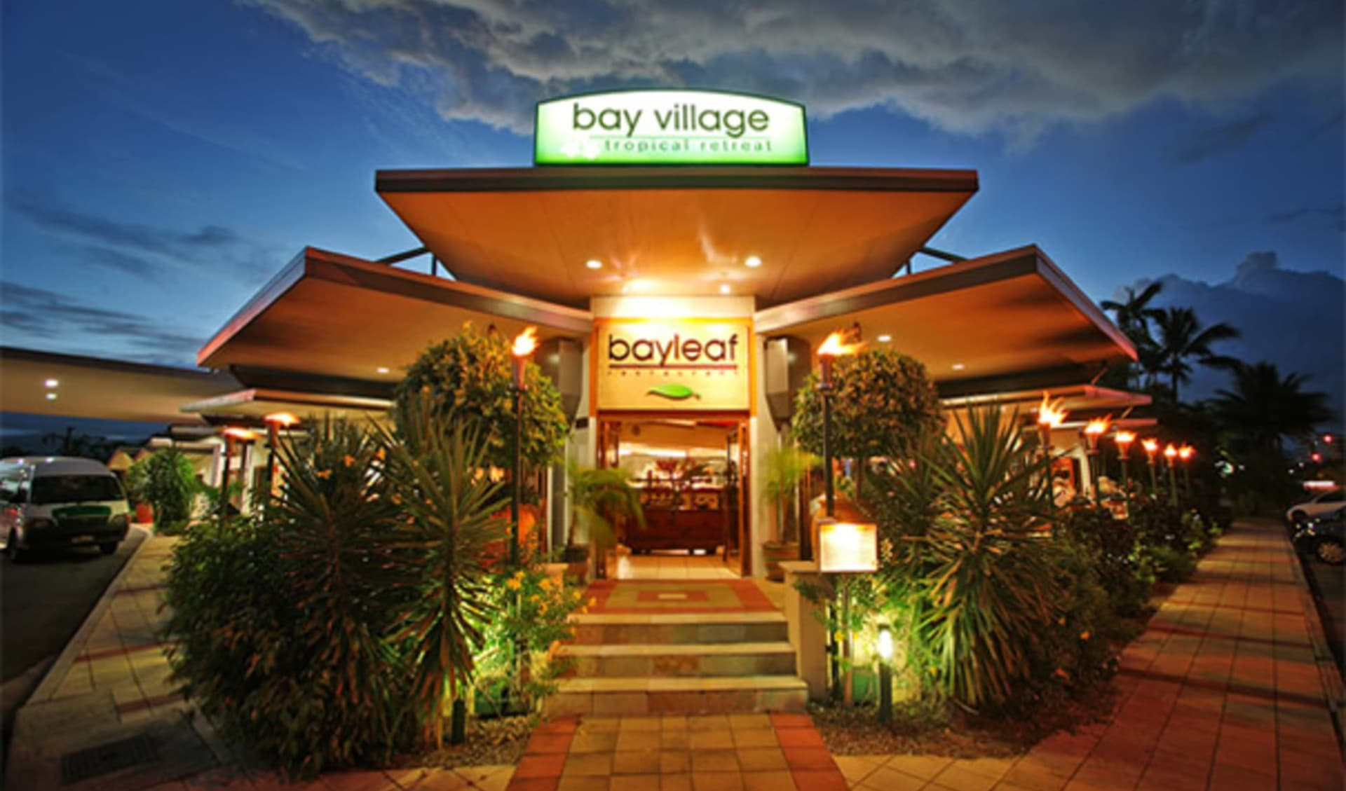 Bay Village Tropical Retreat in Cairns: Cairns_bay-village-tropical_entrance